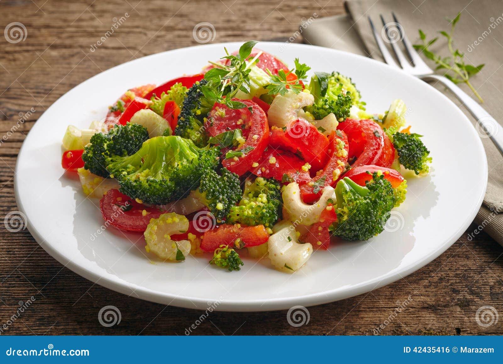 Ensalada del cuscús con las verduras