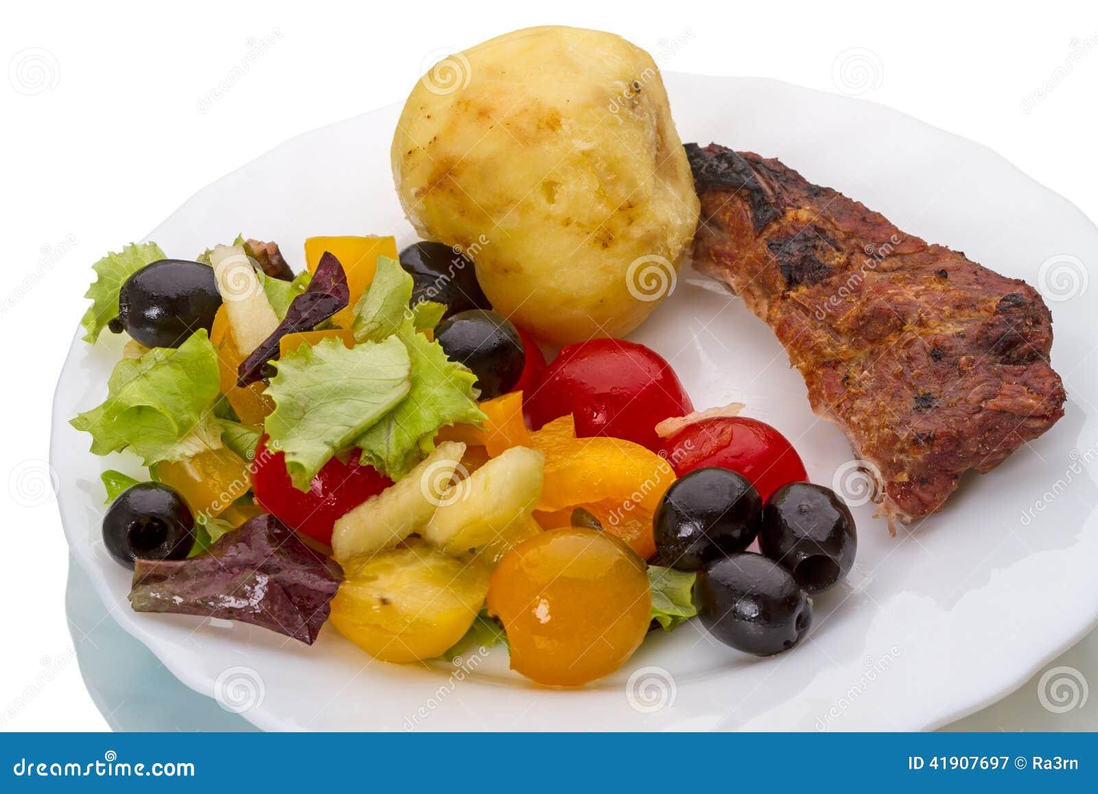 Ensalada frita de la carne y de la verdura