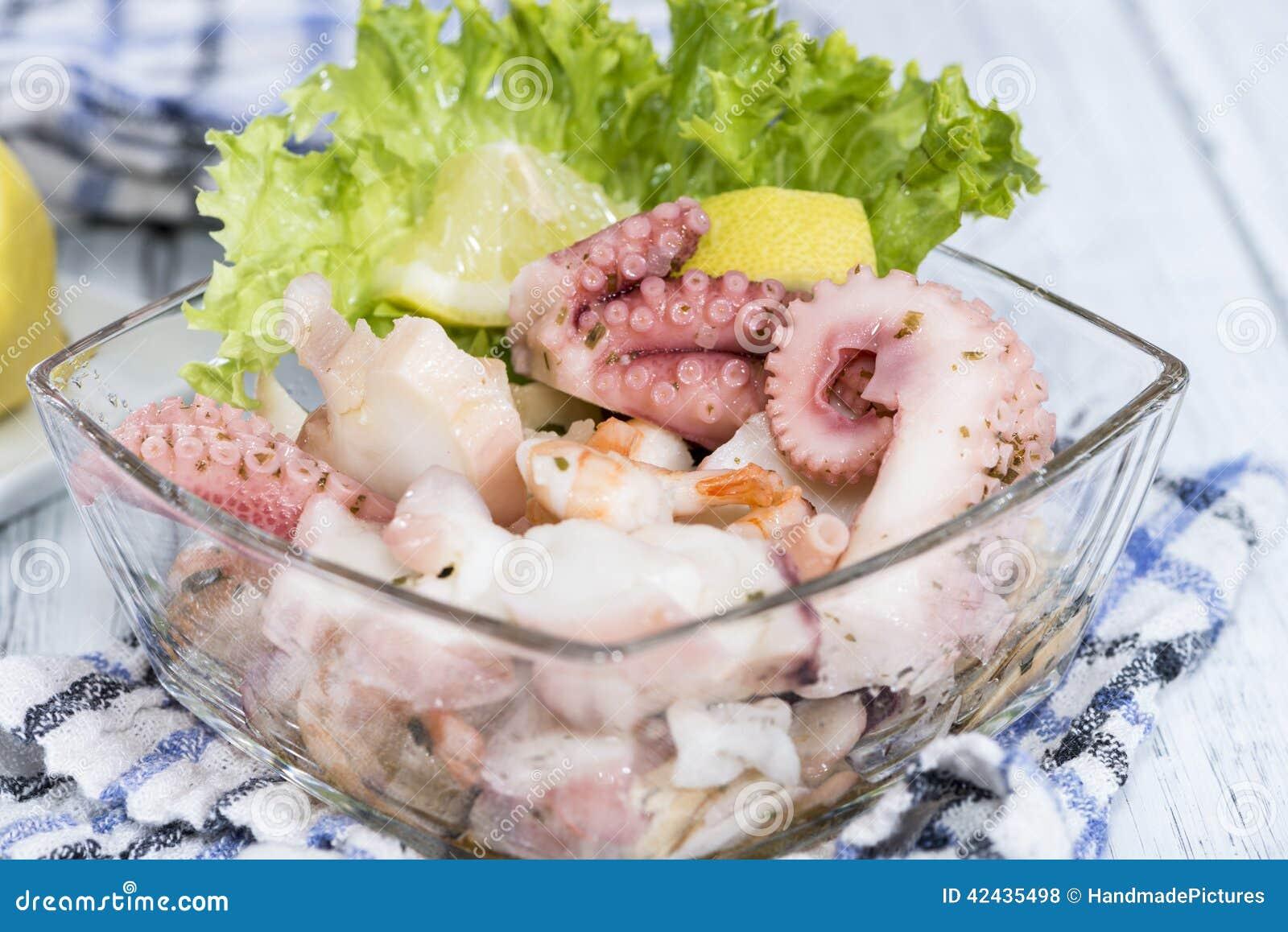Ensalada mezclada de los mariscos