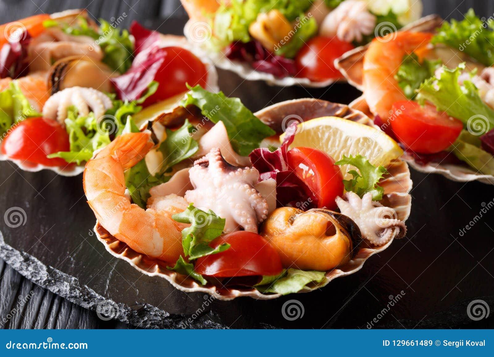 Ensalada sana del bocado del camarón de los mariscos, del pulpo del bebé, mejillones y
