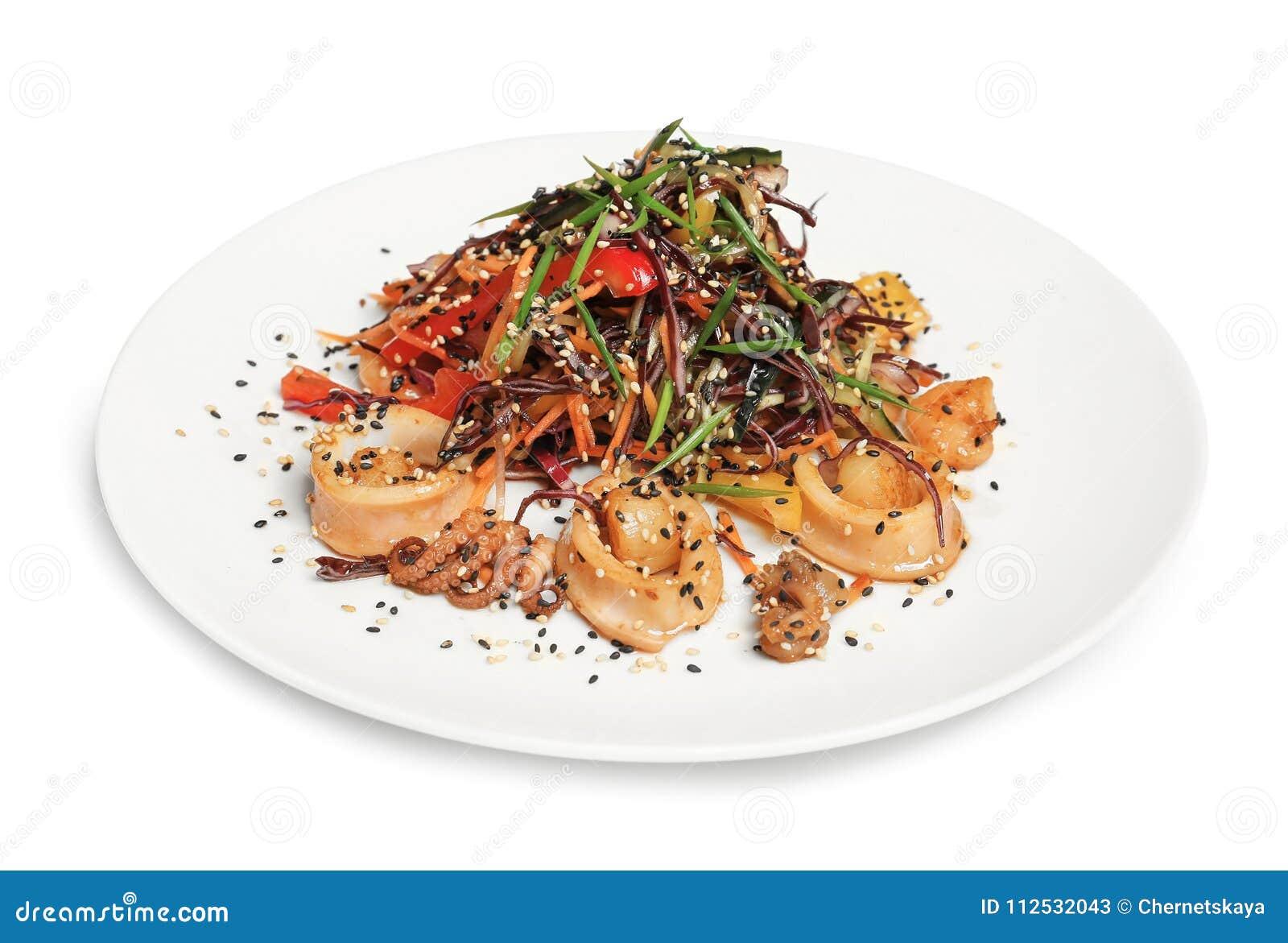 Ensalada tailandesa deliciosa con los mariscos