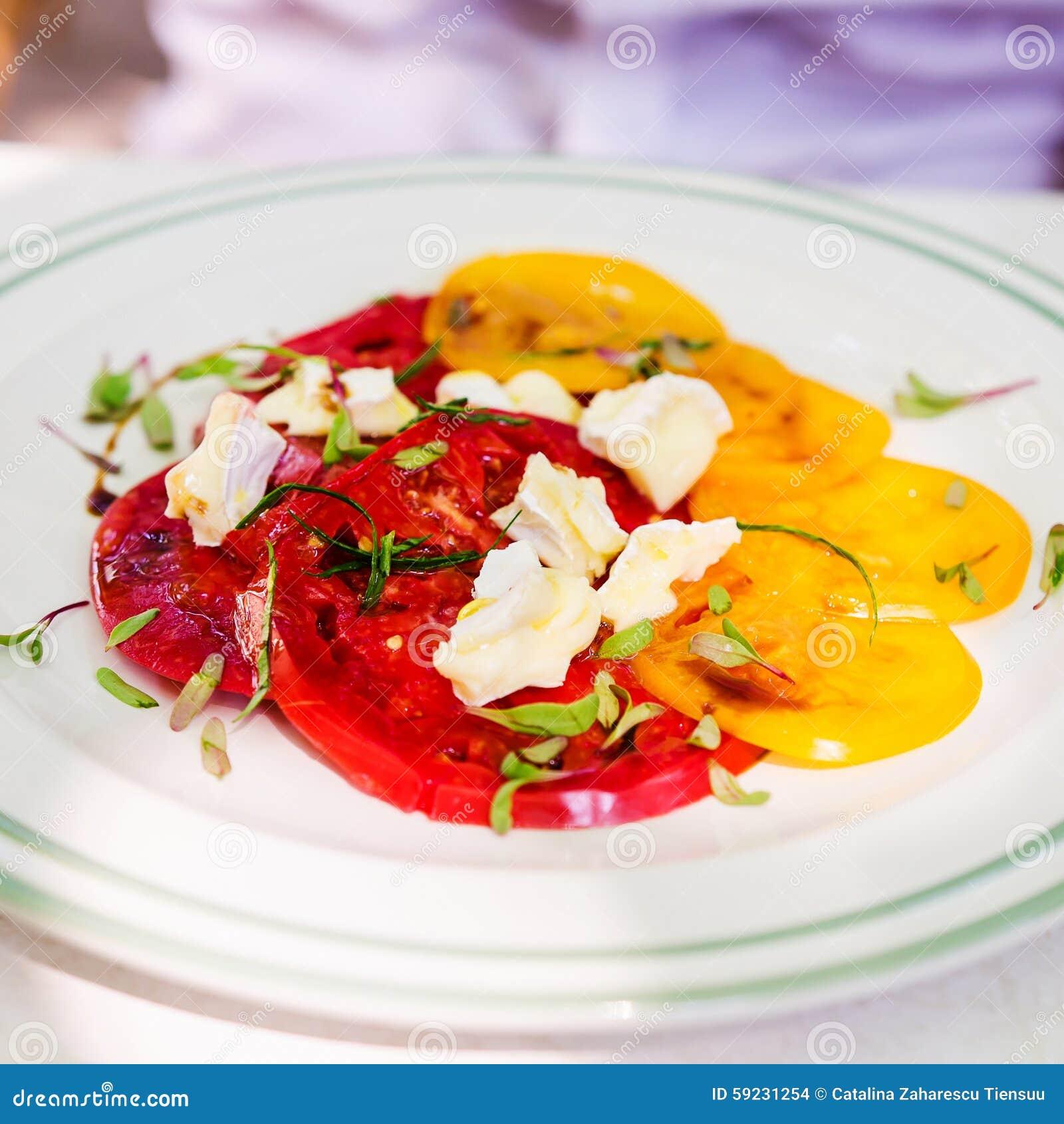 Ensalada y queso del tomate