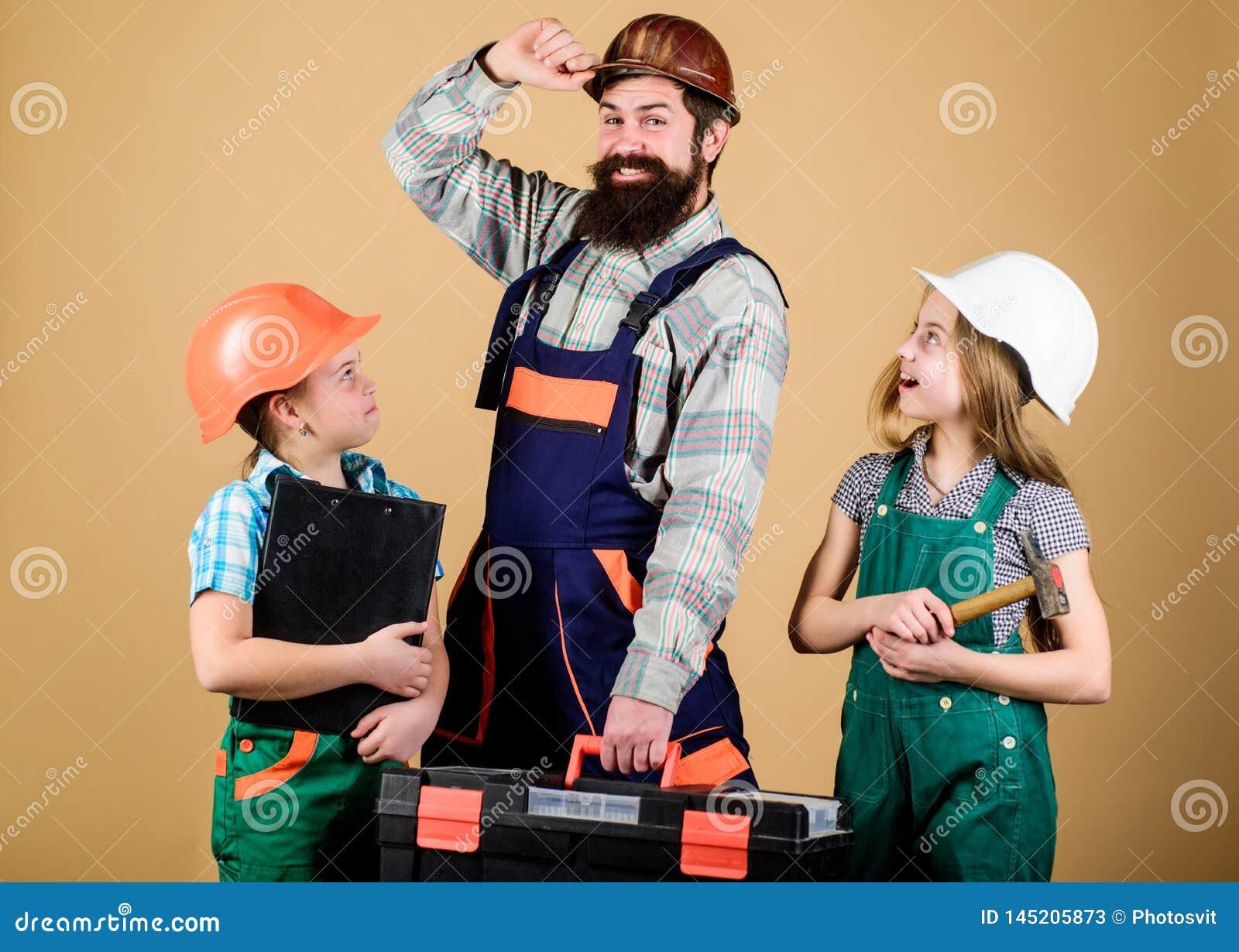 Enseignez la fille ?ducation informelle Jour de p?res Les soeurs aident le constructeur de p?re Autoguidez la r?novation Cr?ez la