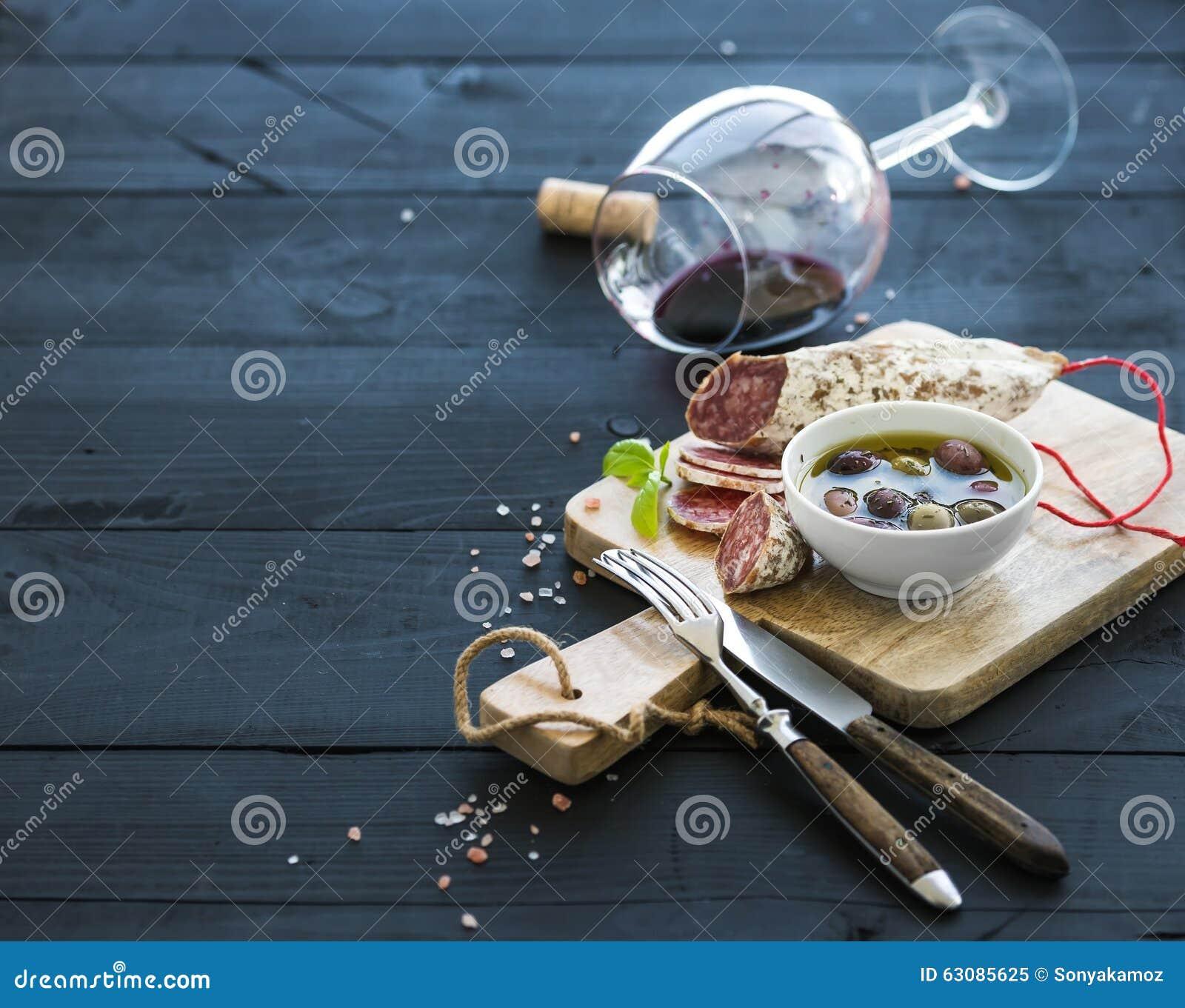 Download Ensemble D'apéritif De Vin Verre De Vin Rouge, Français Image stock - Image du closeup, boisson: 63085625