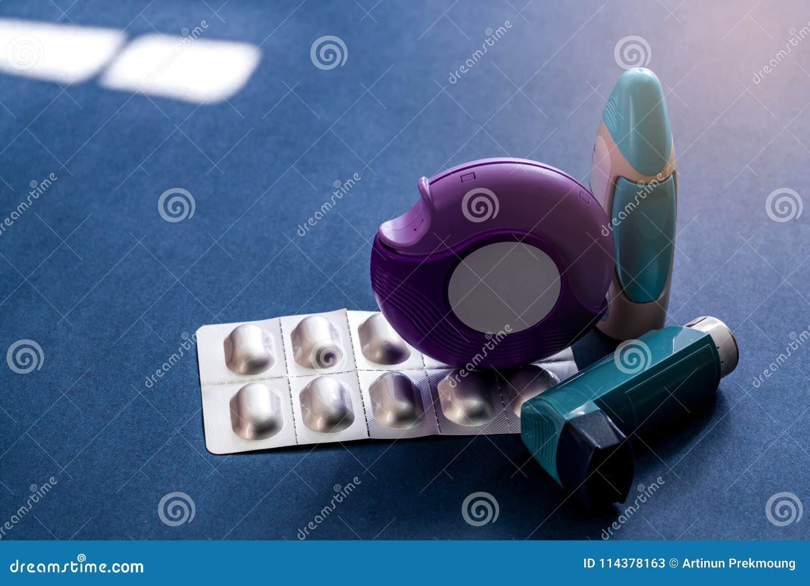 Ensemble d inhalateur d asthme, d accuhaler et de pilules d anti-allergie pour l asthme de traitement Contrôleur d asthme, équipe