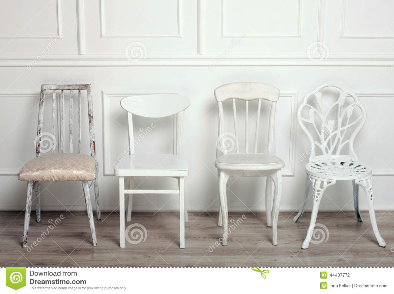 Ensemble de chaises en bois blanches de vintage photo for Chaise blanche en bois
