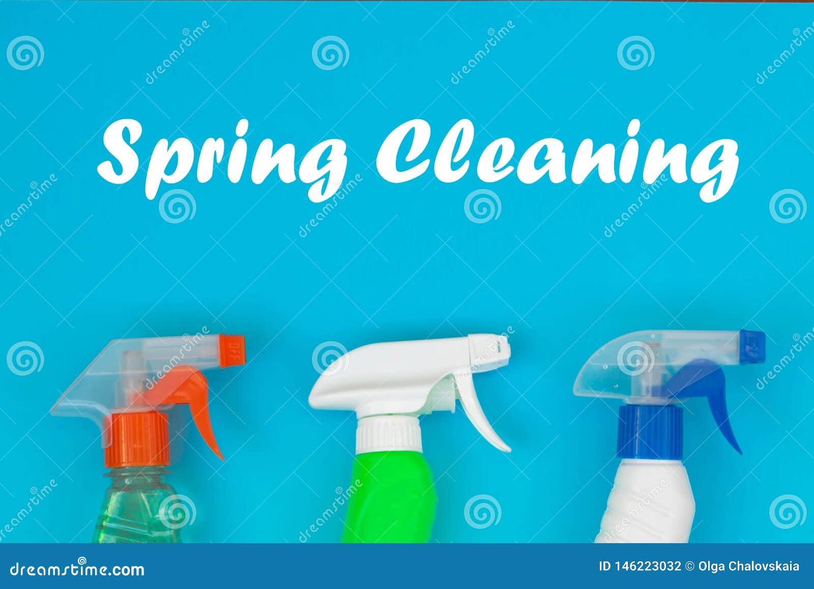 Ensemble de nettoyage color? pour diff?rentes surfaces dans la cuisine, la salle de bains et d autres salles