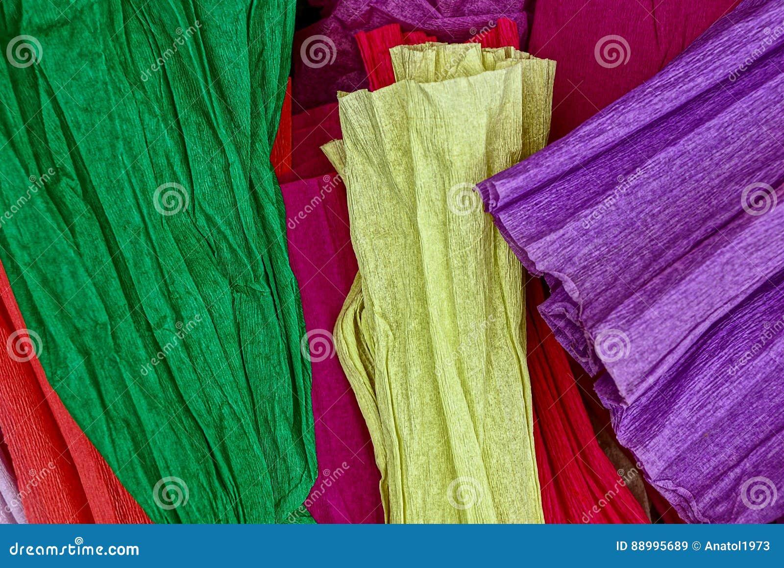 Ensemble de papier coloré sur le fond blanc