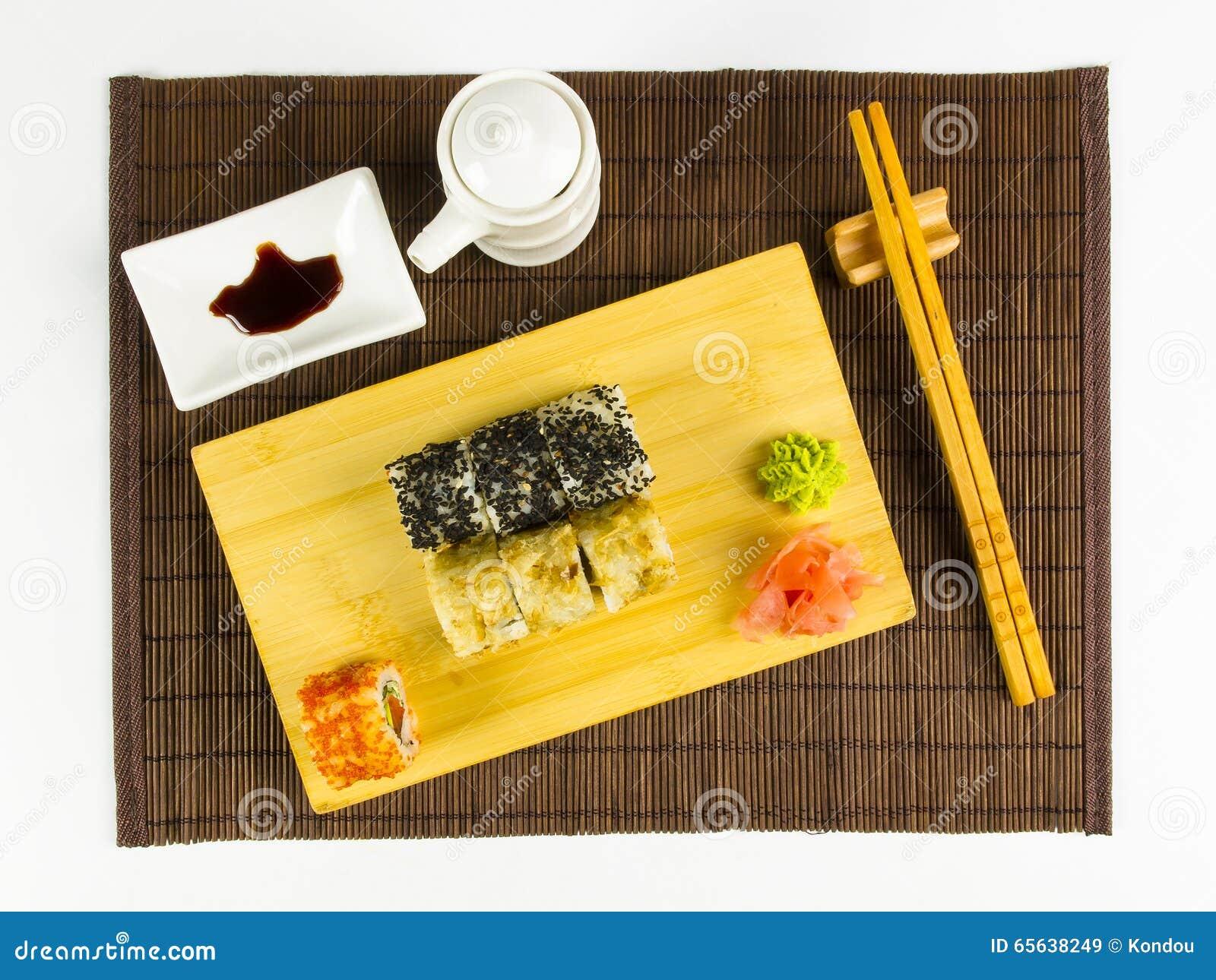 Ensemble de petit pain de sushi