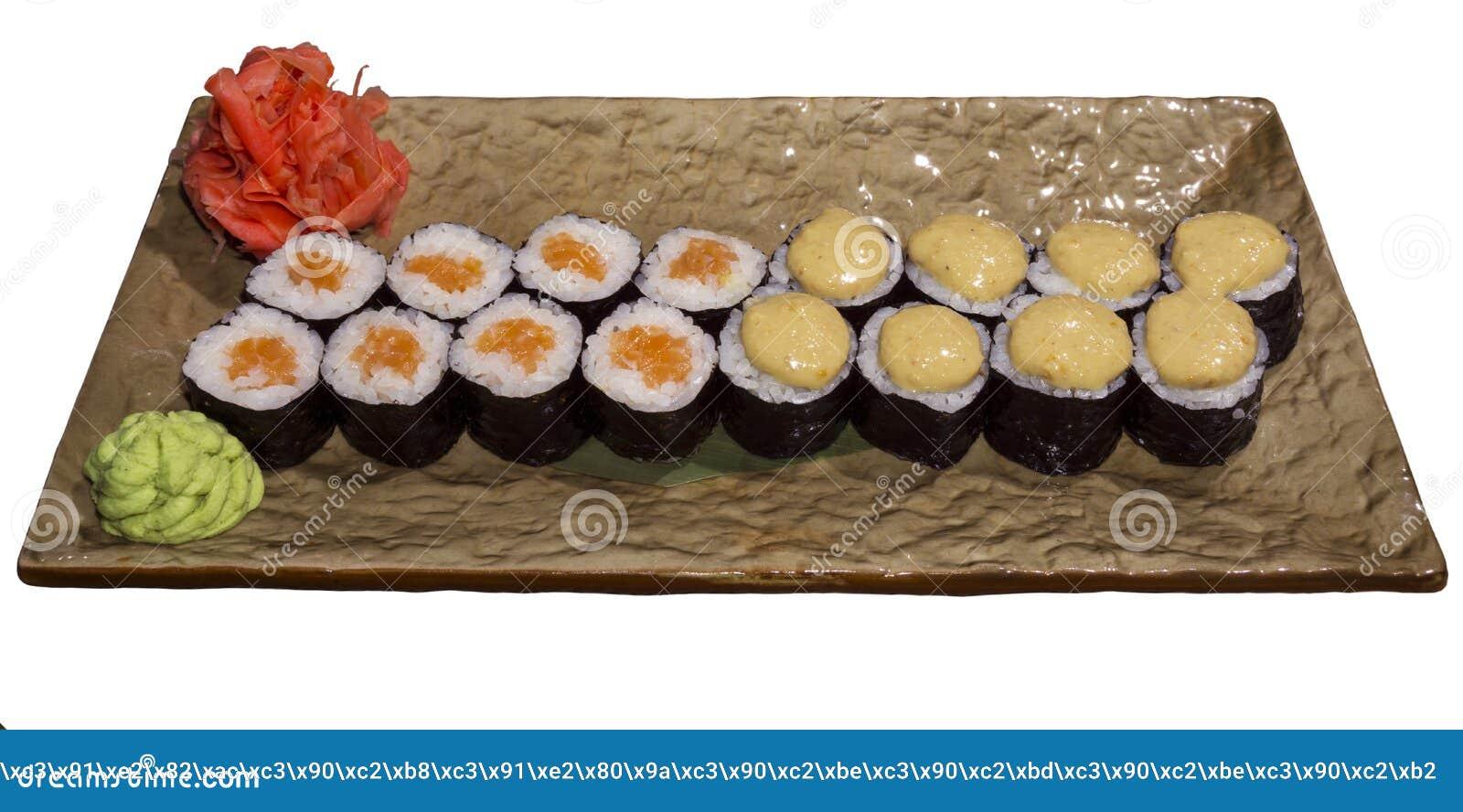 Ensemble de petits pains de sushi Hosomaki d un plat stylisé rectangulaire d isolement