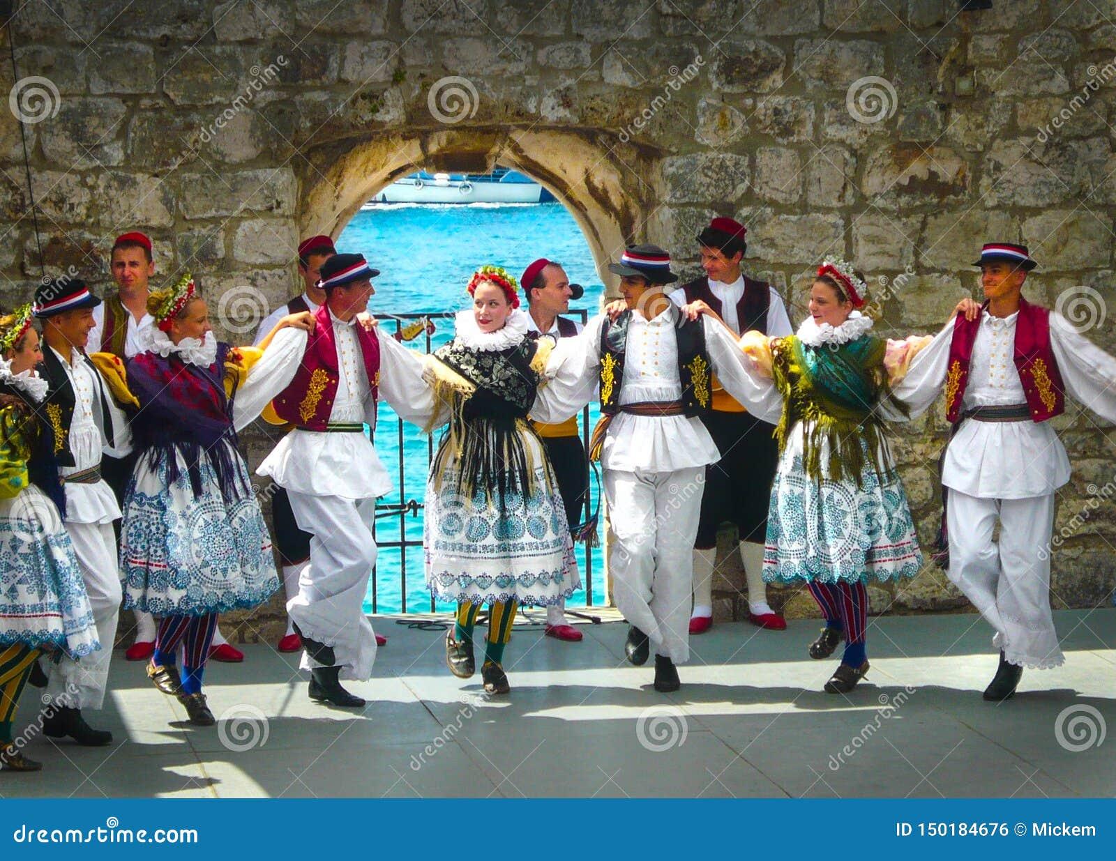 Ensemble ethnique Dubrovnik Croatie de danseurs