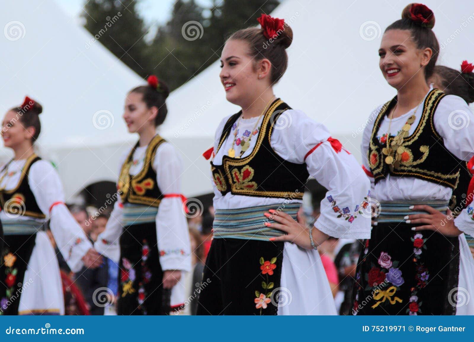 Ensemble serbe de danse folklorique