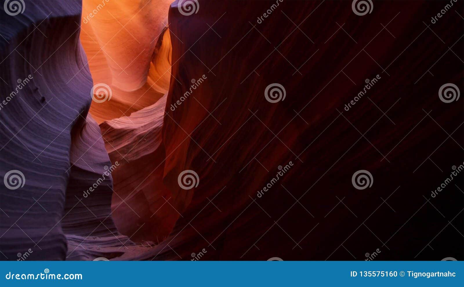 Entalhe a garganta no parque nacional de Escalante da escadaria grande, Utá, EUA As formações coloridas incomuns do arenito nos d