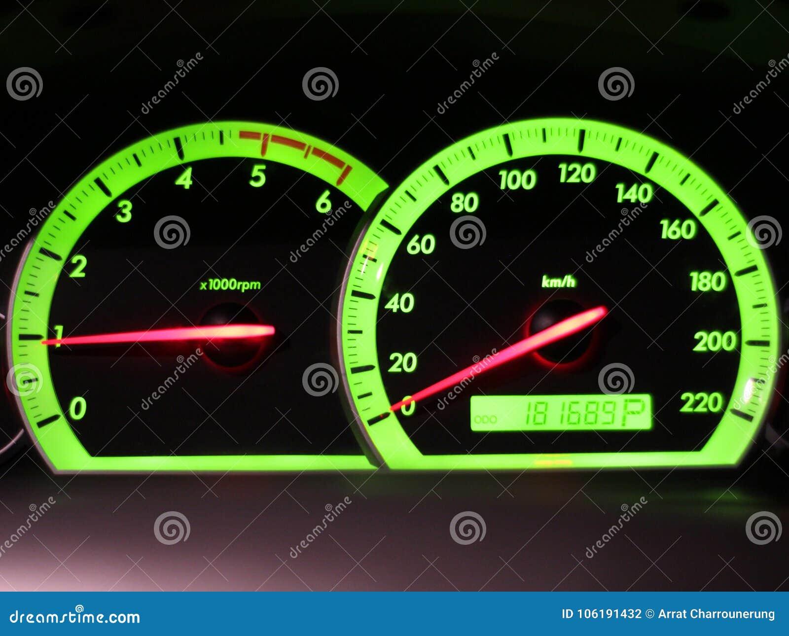 Entfernungsmesser geschwindigkeit in meinem auto stockfoto bild