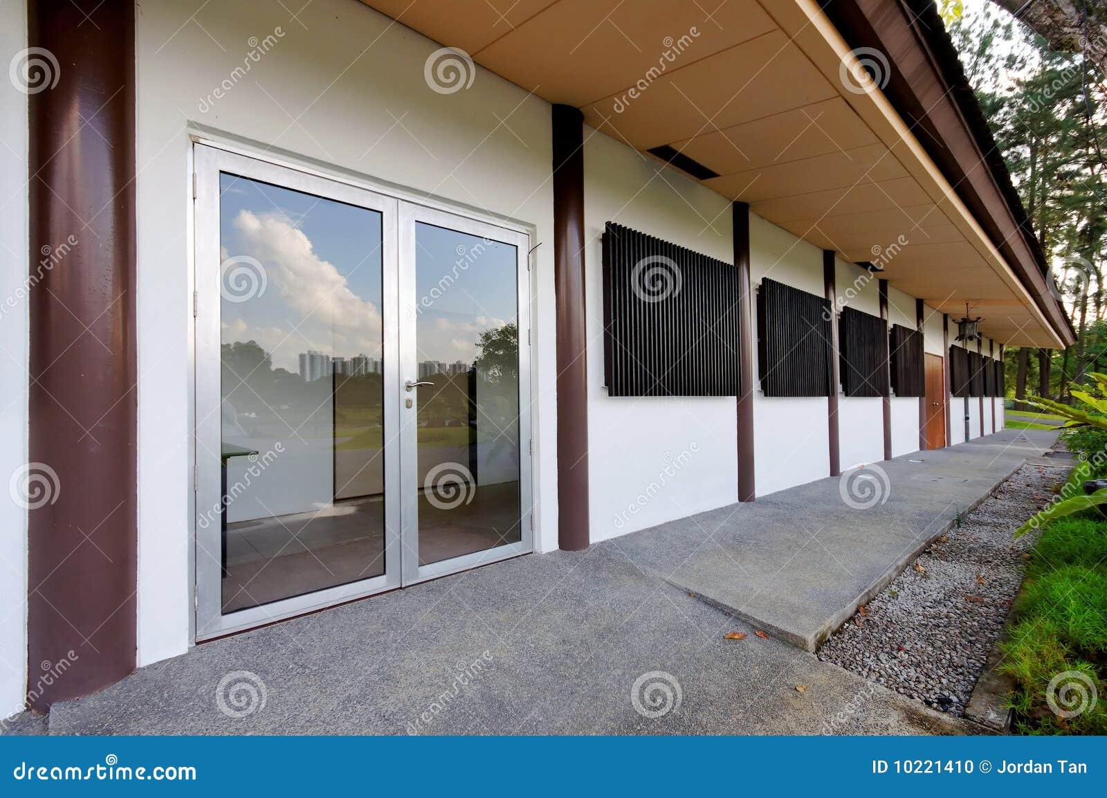 Entrée à Limmeuble De Bureaux Simple Photo Stock Image Du Simple