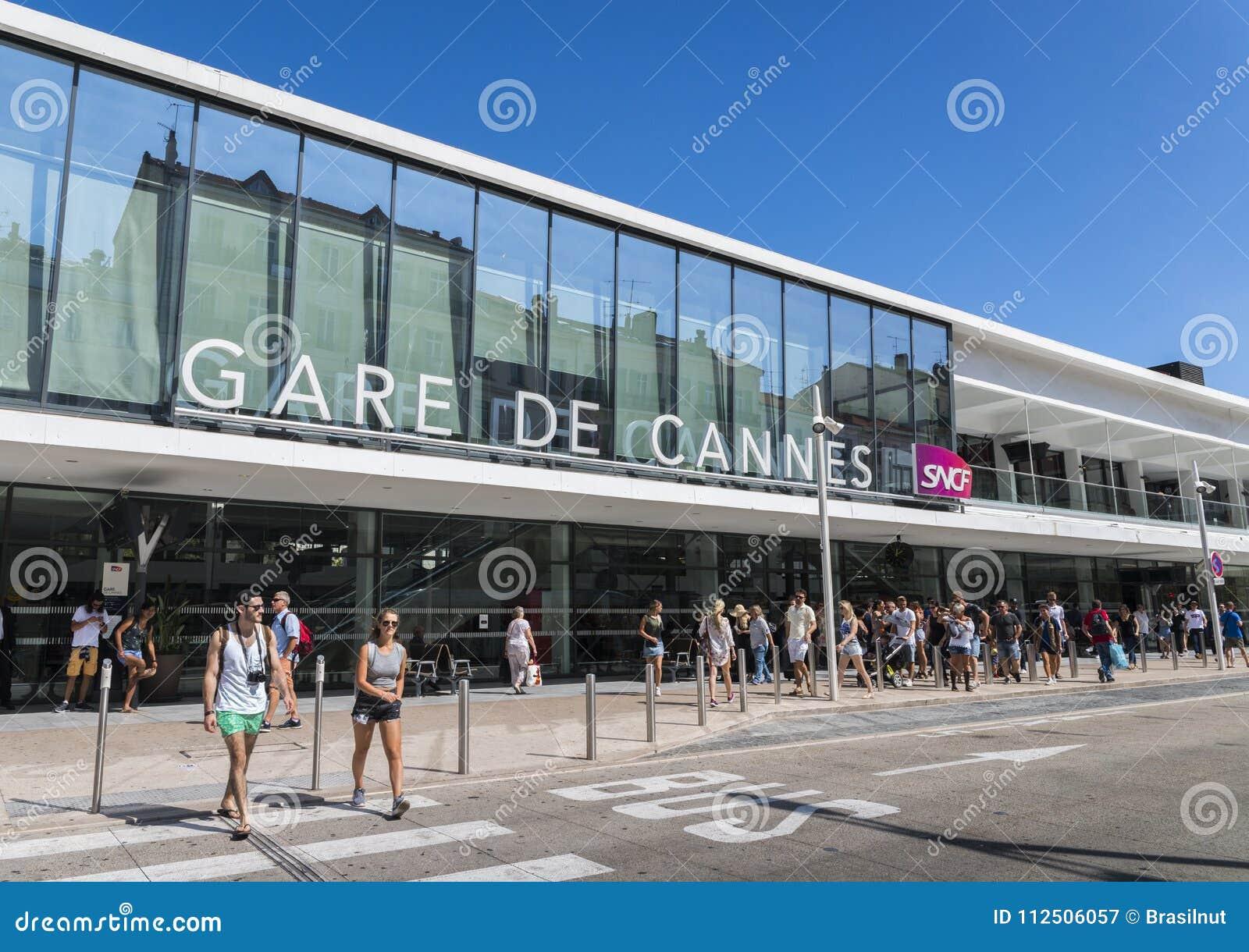 Entrée à la station de train de Cannes, qui est la gare principale dans le ` Azur de Cote d, Frances