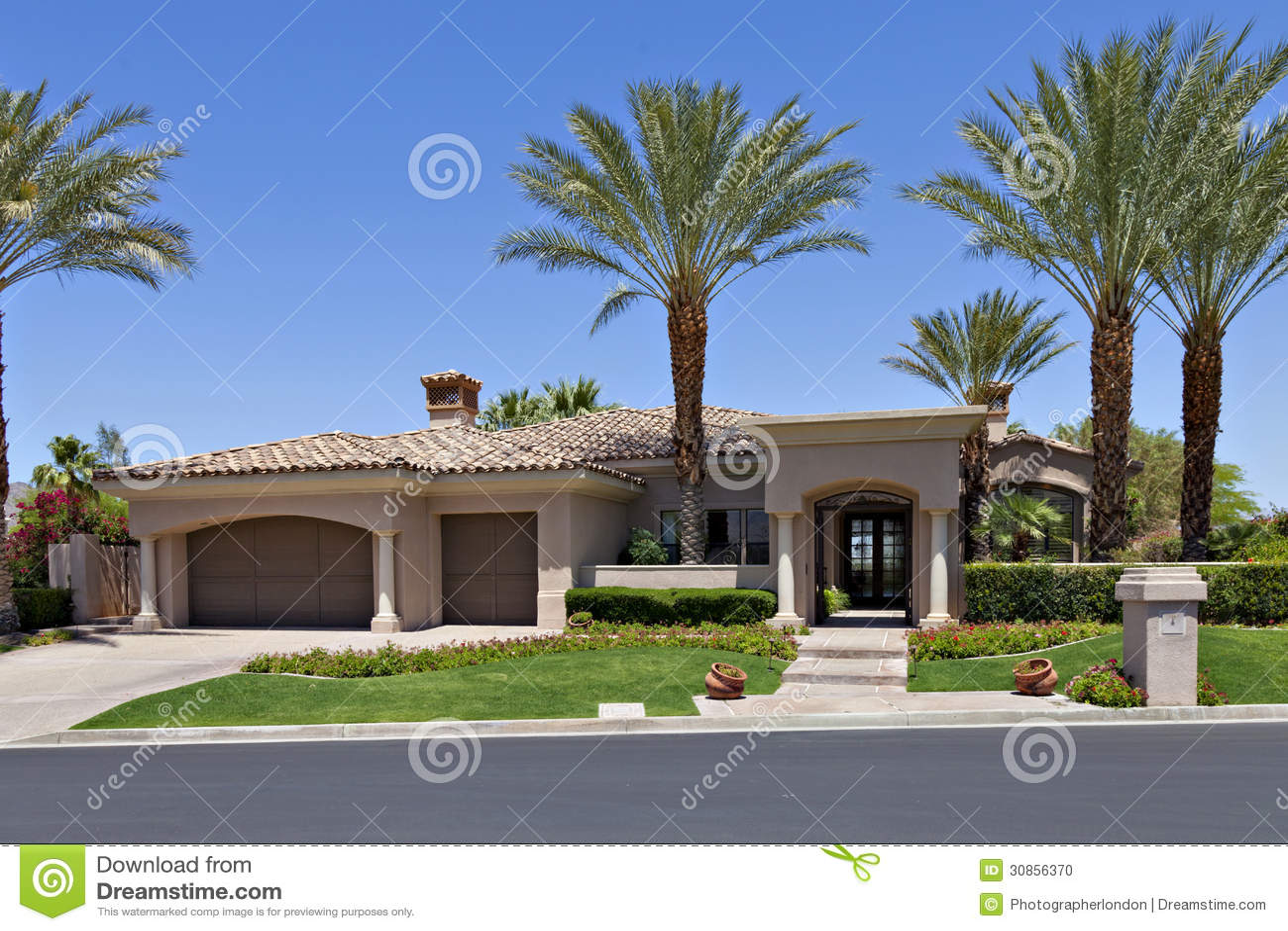 entr e un bel ext rieur californien de maison photo stock image du paume am rique 30856370. Black Bedroom Furniture Sets. Home Design Ideas