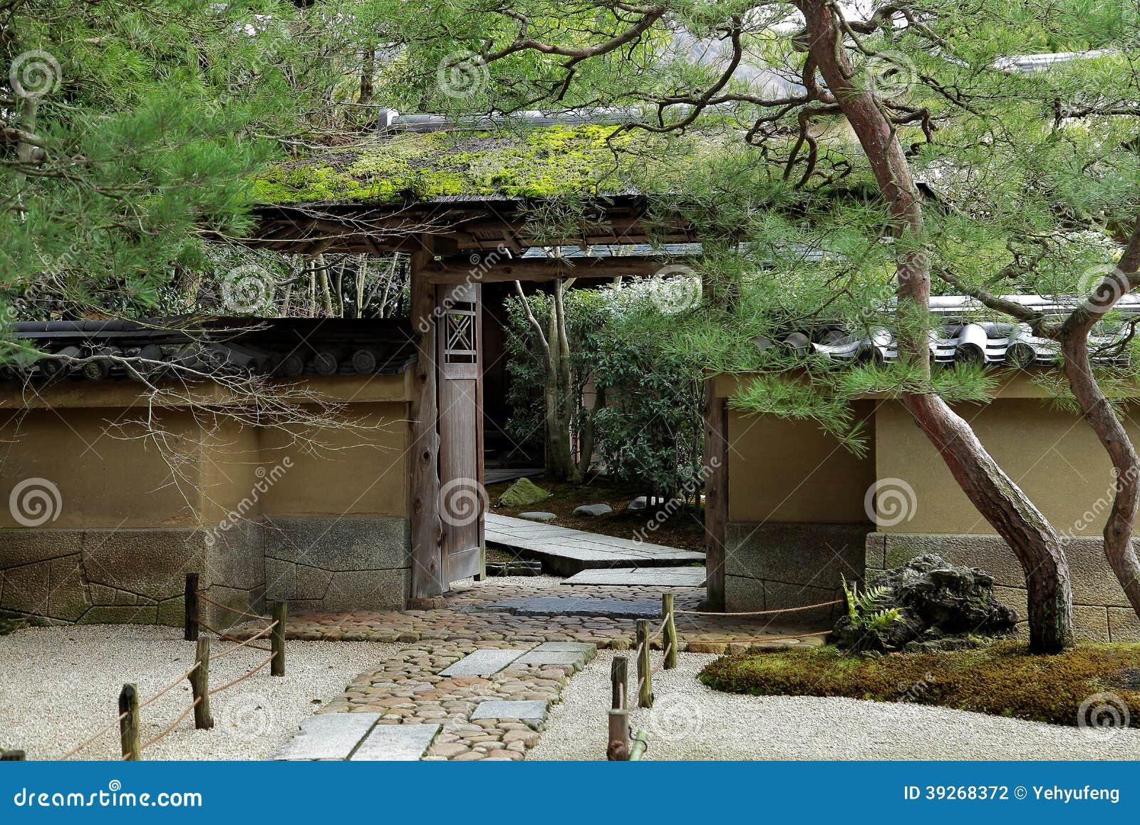 Entr e de maison japonaise antique photo stock image for Maison zen japonaise