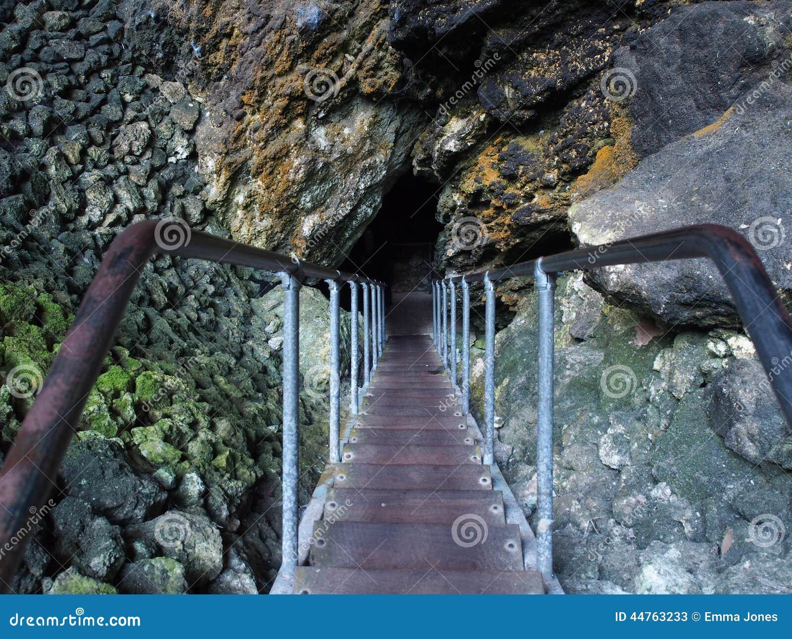 Ruínas menos arruinadas que minha vida Entrada-caverna-do-lago-margaret-river-austrlia-ocidental-44763233