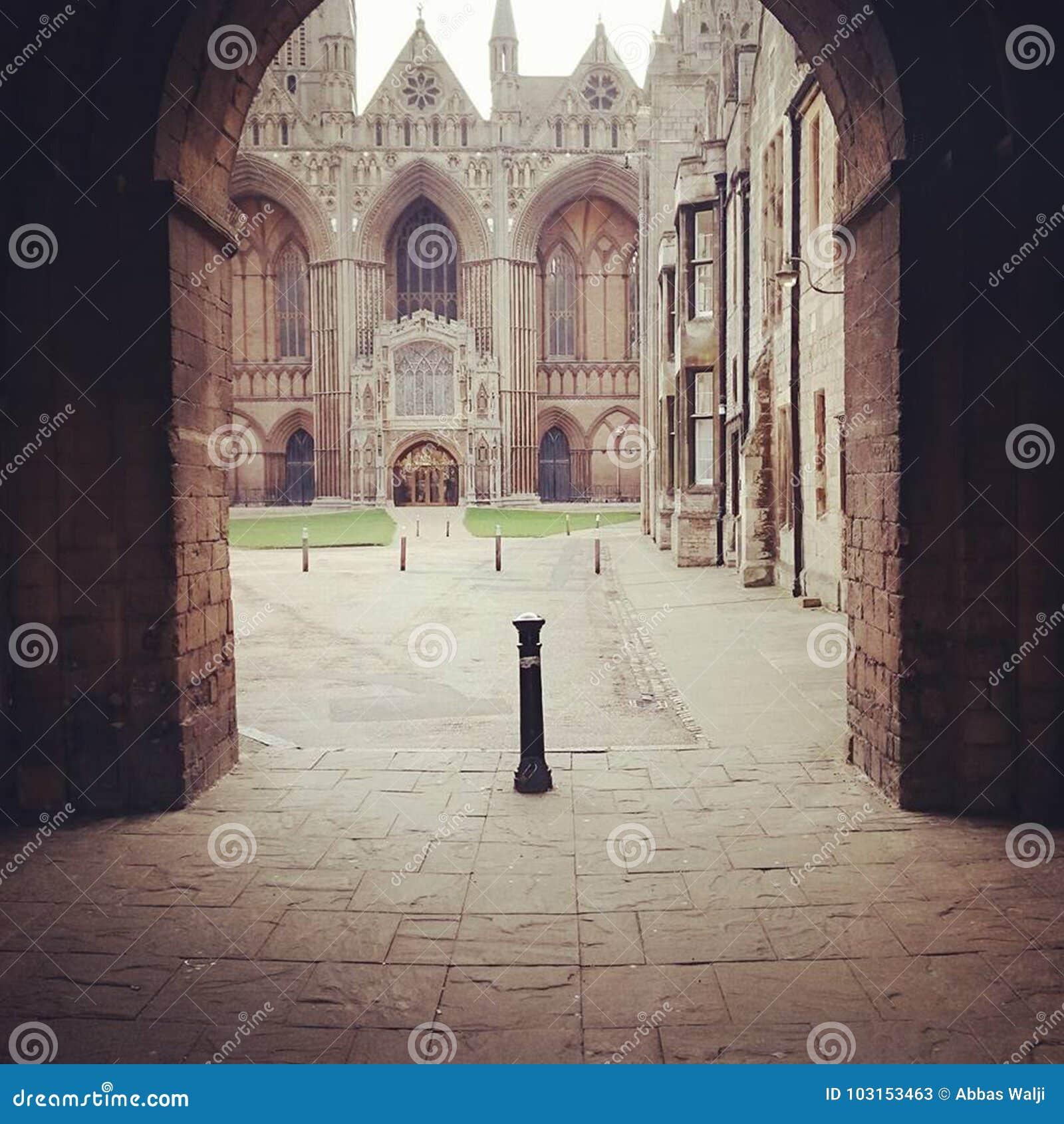 Entrada da catedral de Peterborough