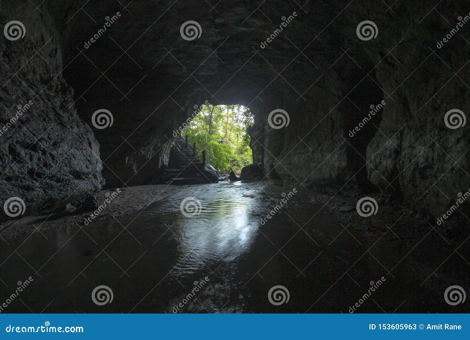 Entrada de india um da caverna a mais grande de Siju, Meghalaya, Índia