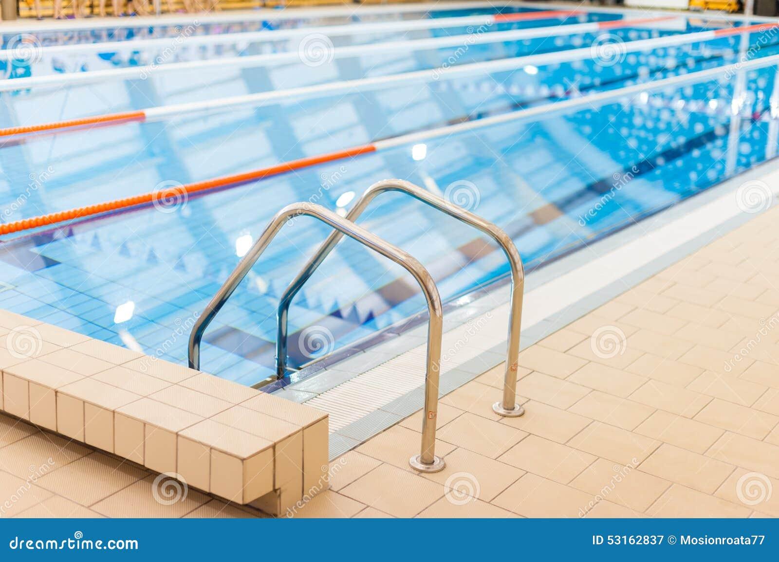 Entrada de la piscina foto de archivo imagen 53162837 for Entrada piscina