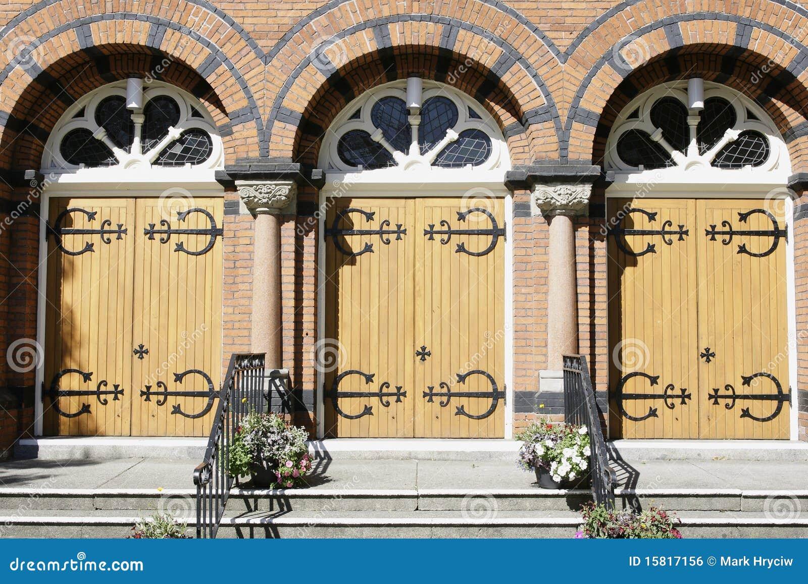 Entrada de las puertas de la iglesia