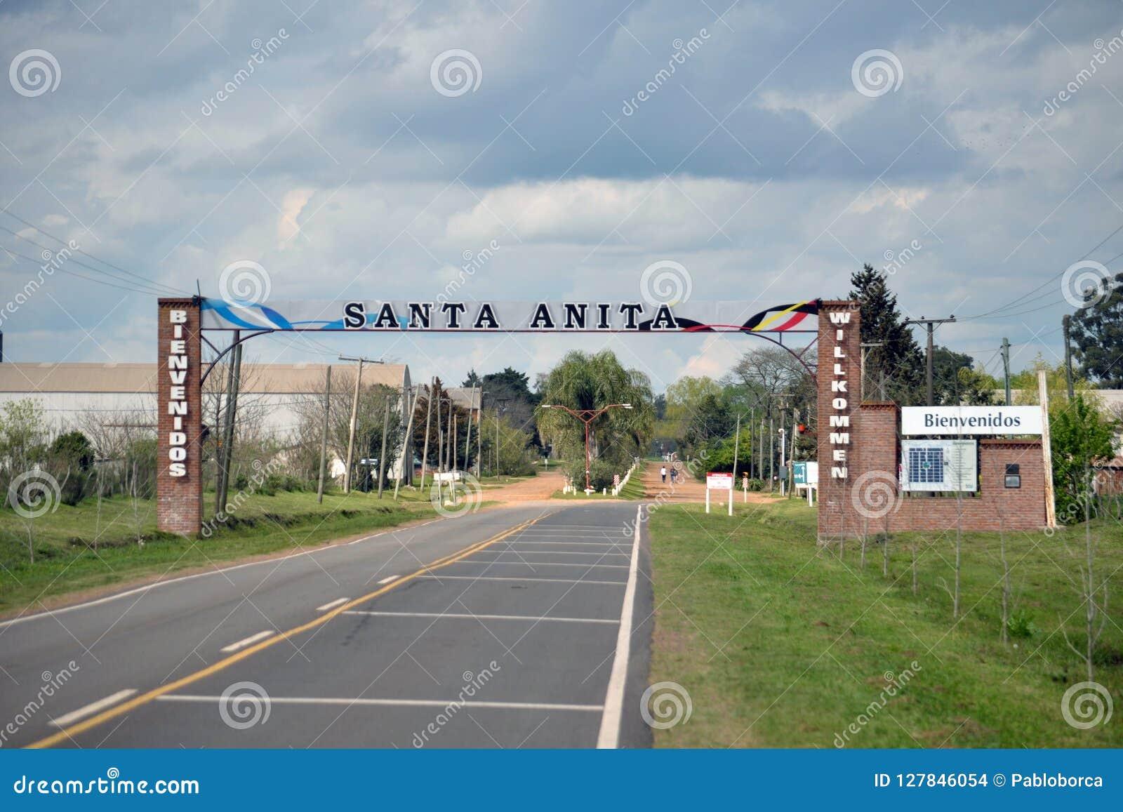 Entrada de Santa Anita Village na província dos Rios de Entre