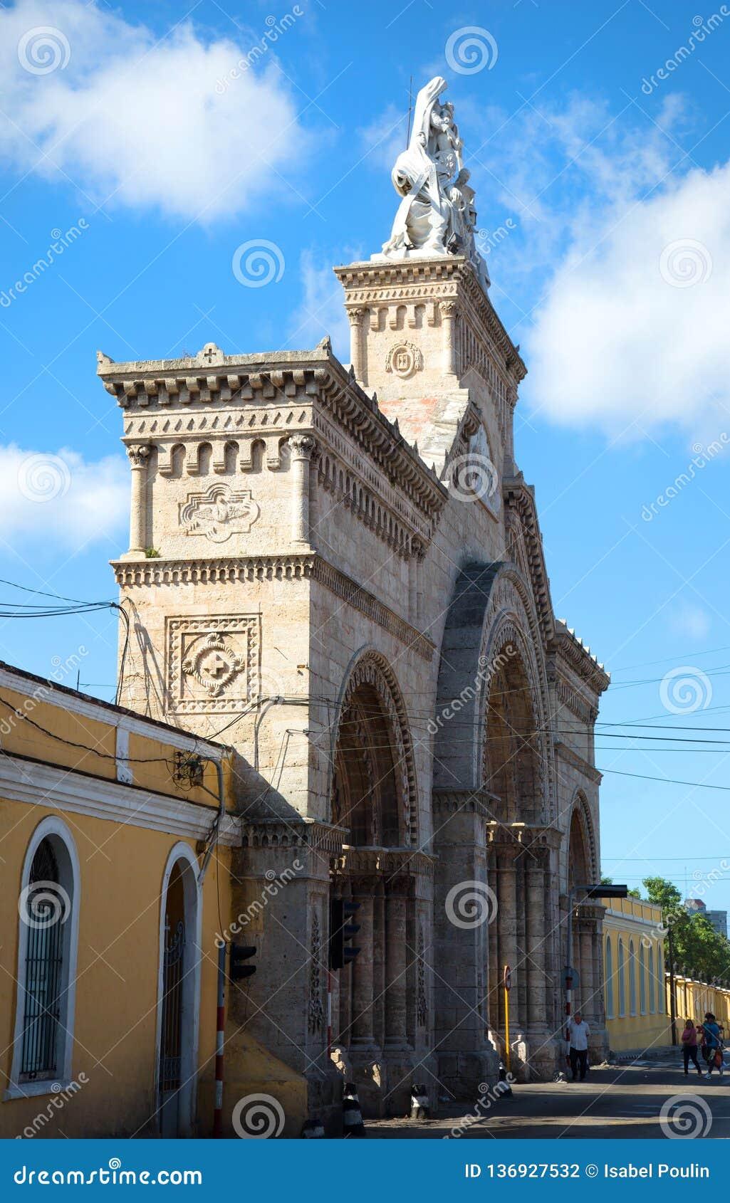 Entrada del cementerio de los dos puntos en Cuba