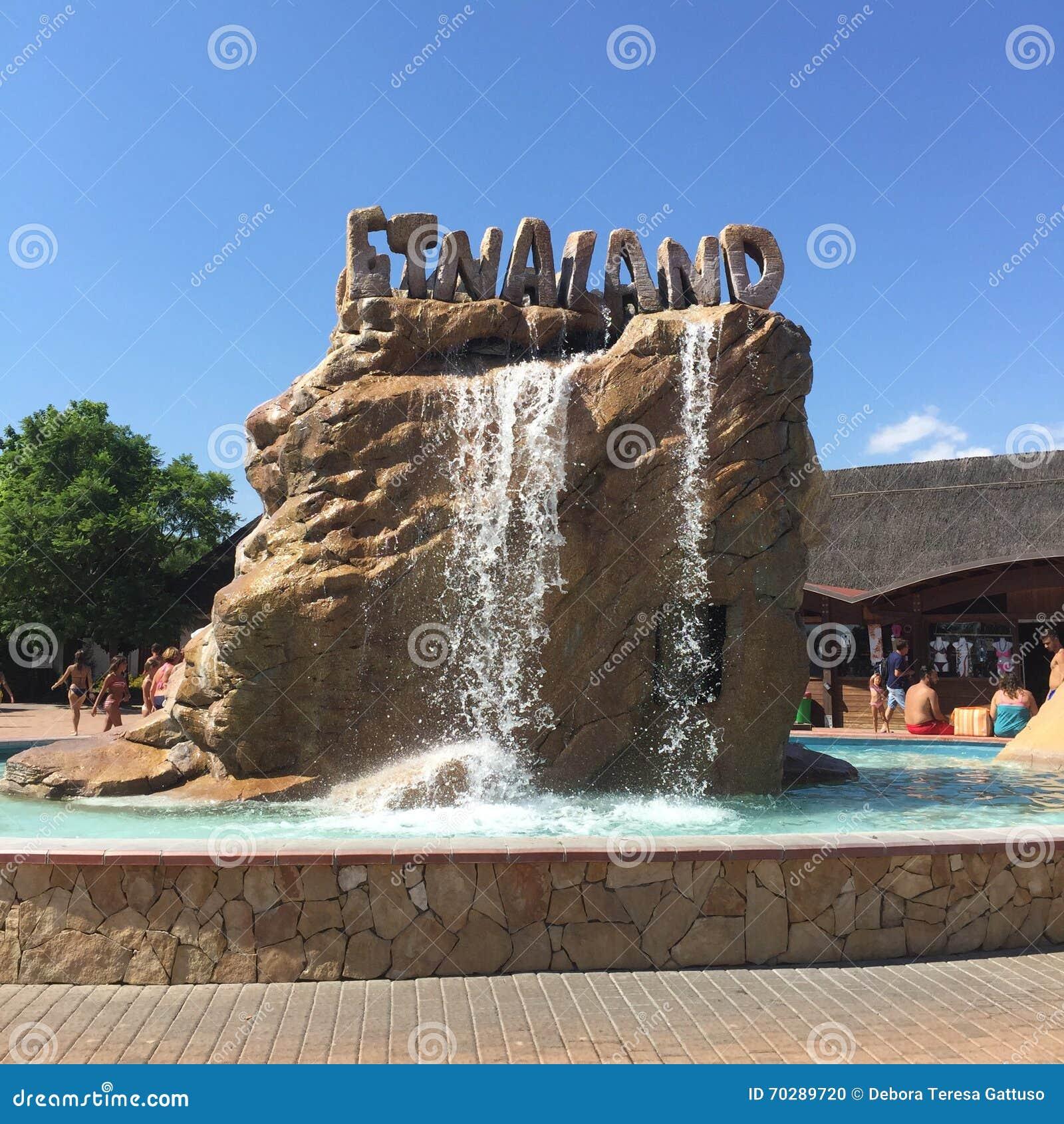 Entrada del parque del agua de etnaland imagen editorial for Parque japones precio de entrada