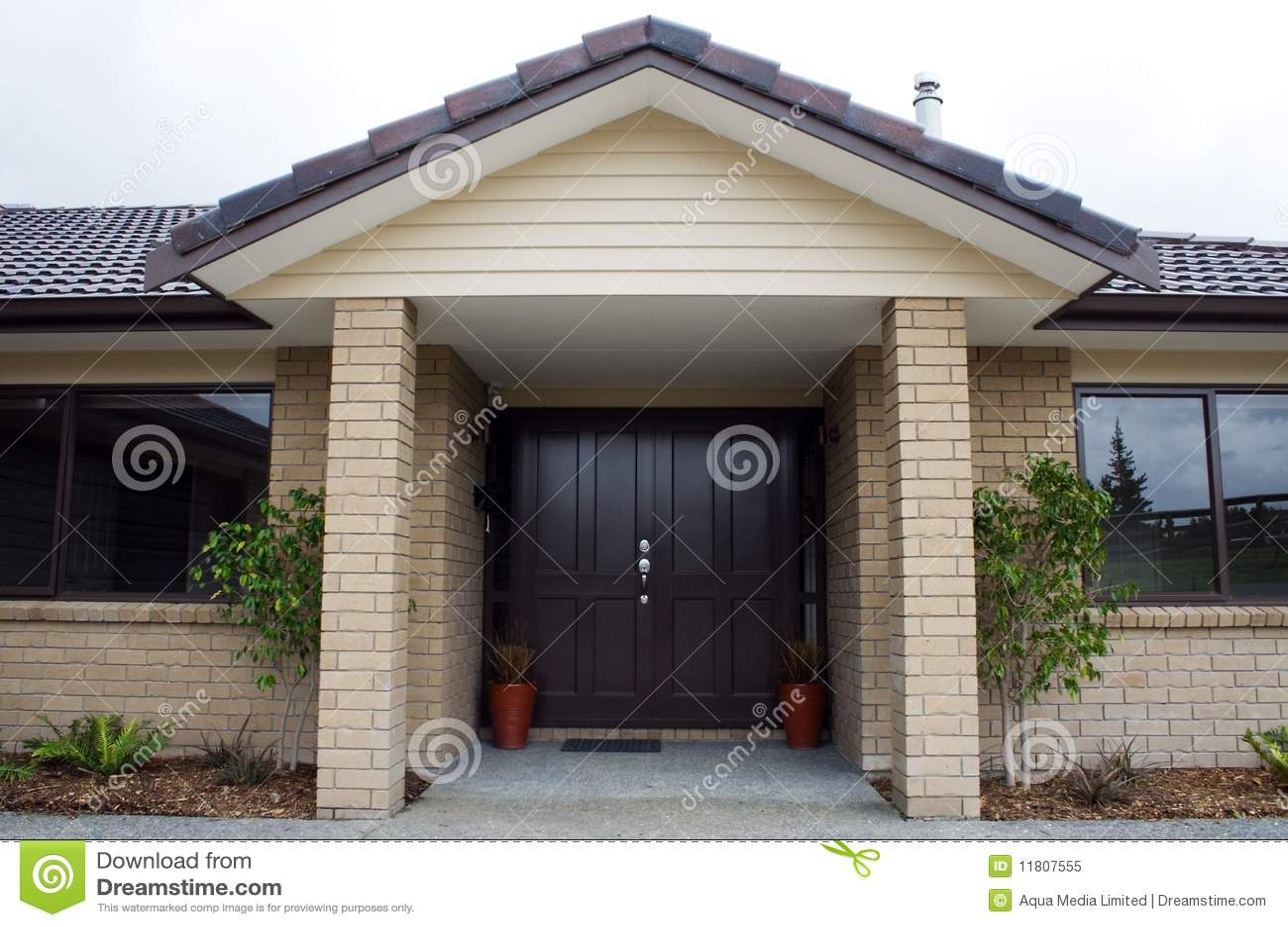 Entrada dianteira da casa moderna foto de stock royalty - Entradas casas modernas ...