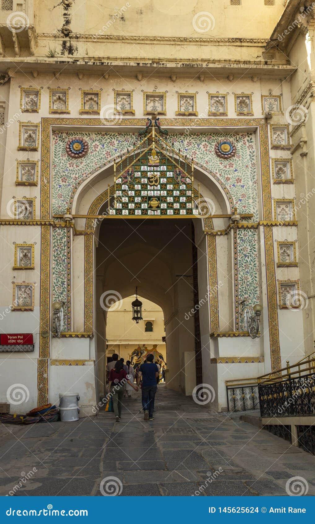 Entrada do palácio da cidade, Udaipur, Rajasthan, Índia