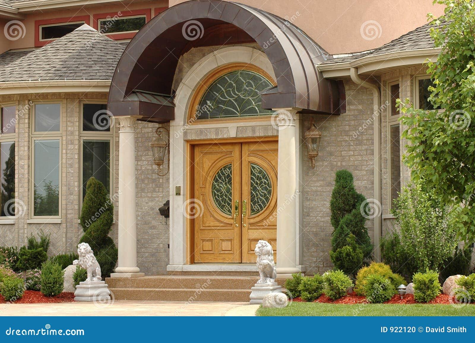 Entrada elegante de la casa foto de archivo imagen de for Banco para entrada de casa