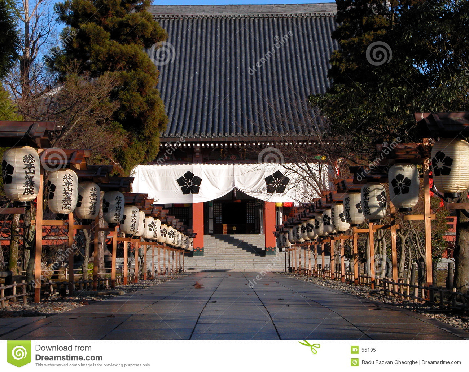 Entrada japonesa del templo