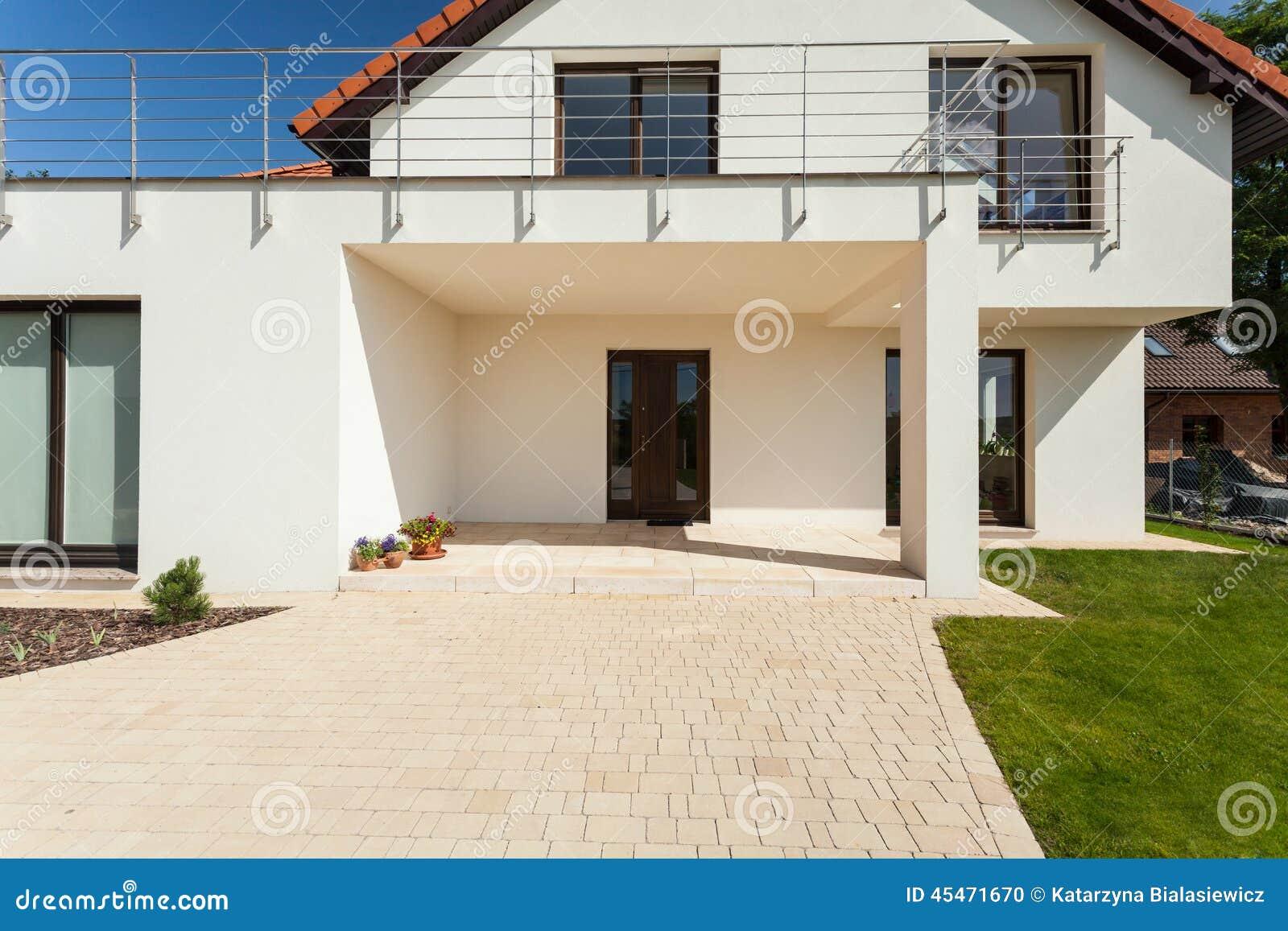 Entrada a la casa moderna foto de archivo imagen 45471670 for Las casas modernas