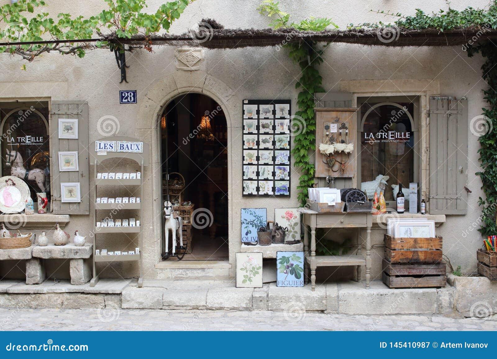 Entrada a la tienda de souvenirs en Les Baux-de-Provence