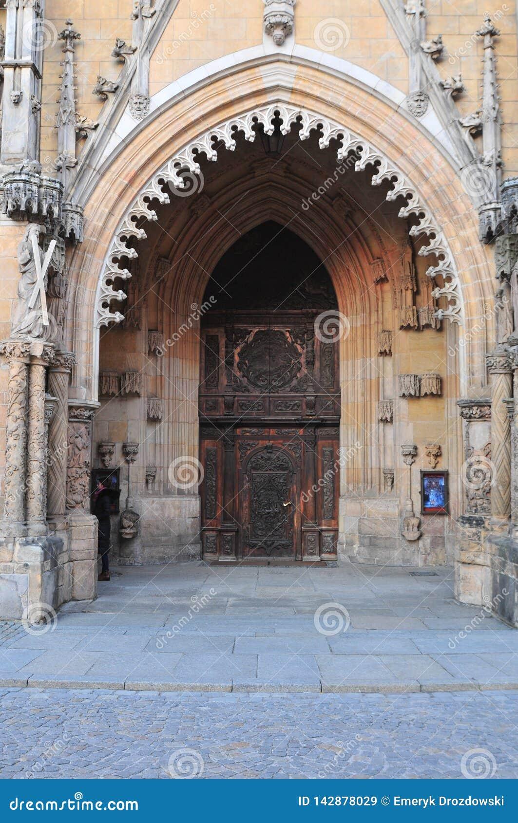 Entrada principal à catedral de St John Baptist Archikatedra Sw Jana Chrzciciela