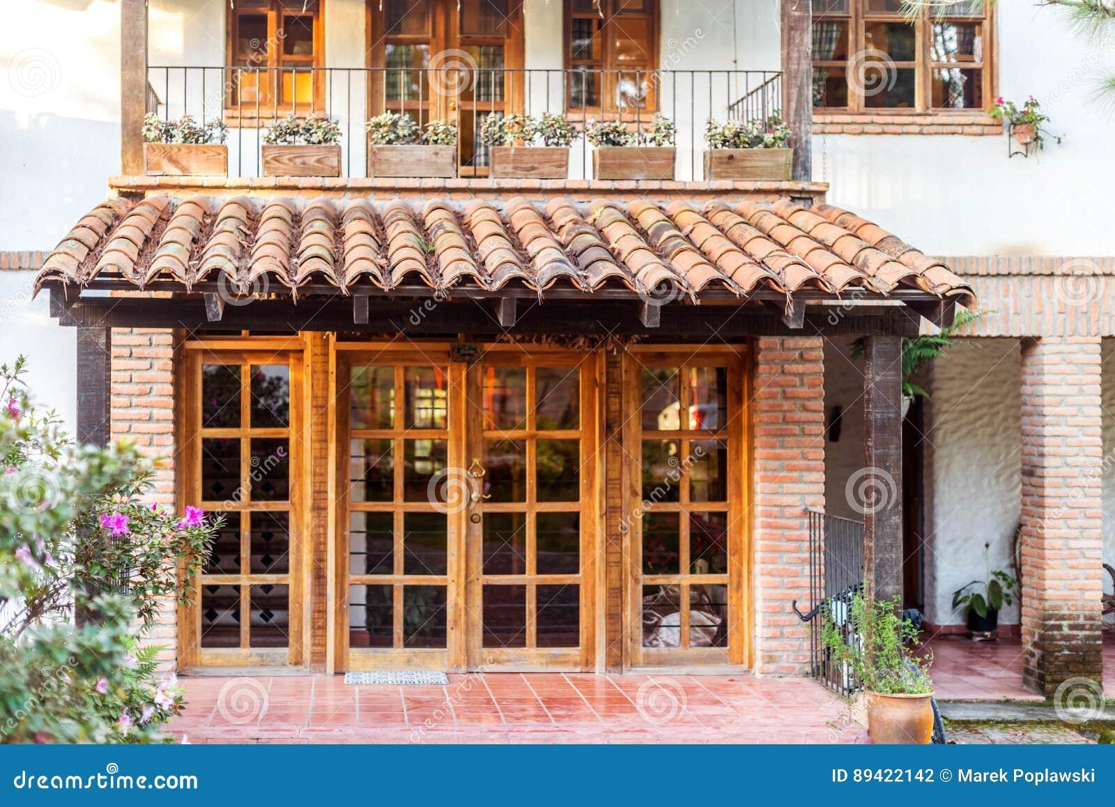 Entrada principal da pensão do país de Caserio Valuz ao hotel em Zambrano