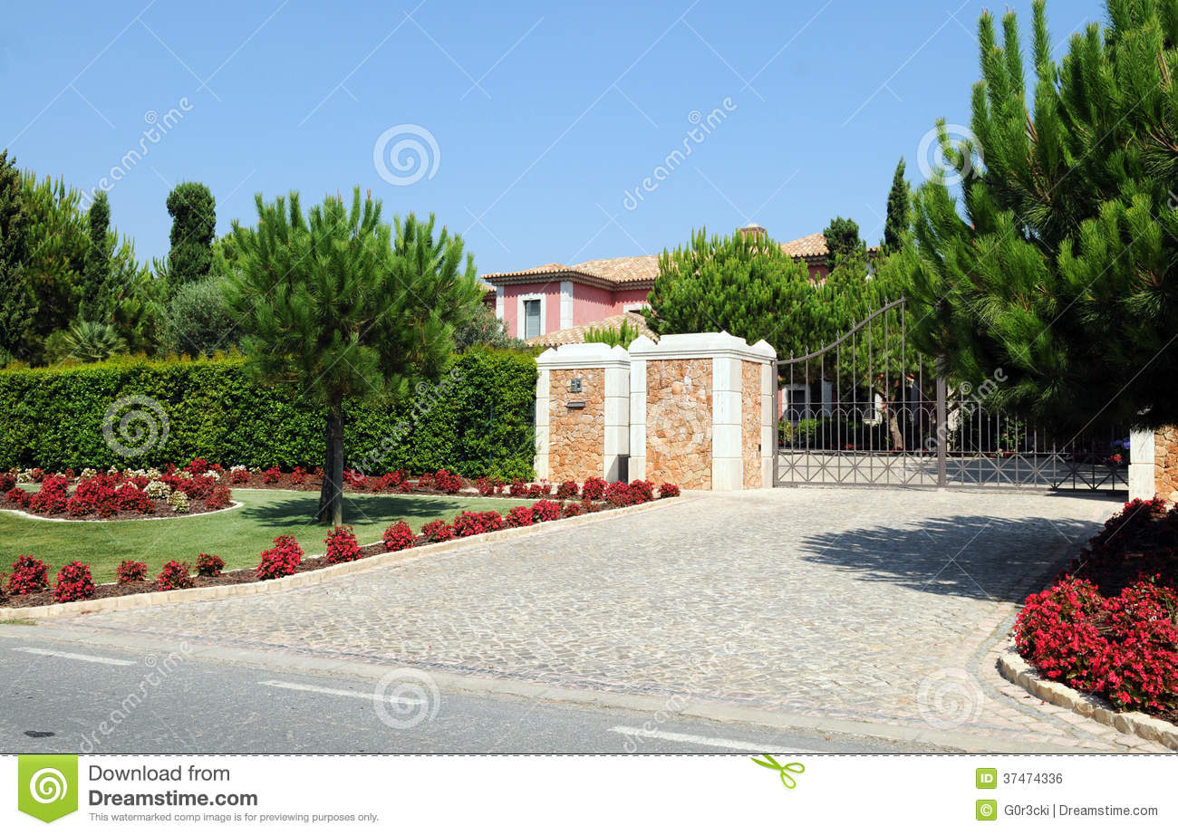 Entrance gate from a big pink house stock photo image - Entradas de casas ...