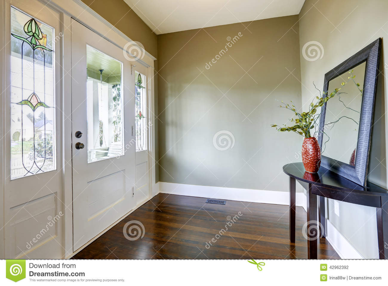 Simple 2 bedroom home plans - Entrance Hallway With Small Table And Mirror Stock Photo