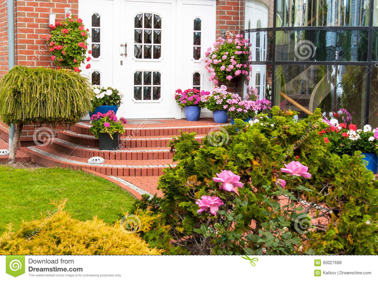 Suburban Backyard Garden : Entrance In House With Decoration Of Flowers Stock Photo  Image