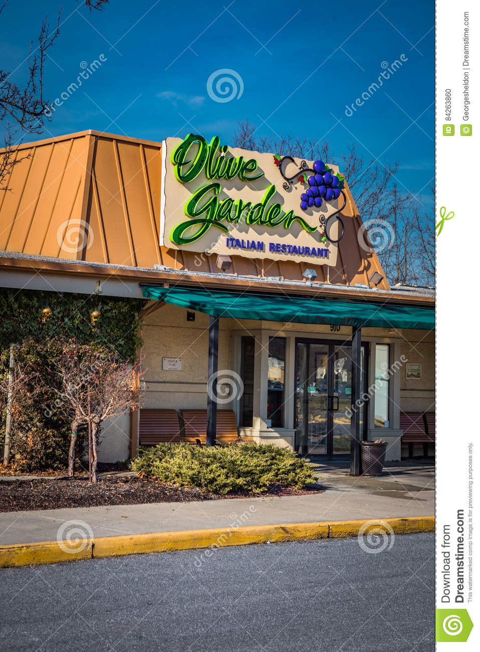 entrance of olive garden italian kitchen restaurant editorial - Olive Garden Lancaster