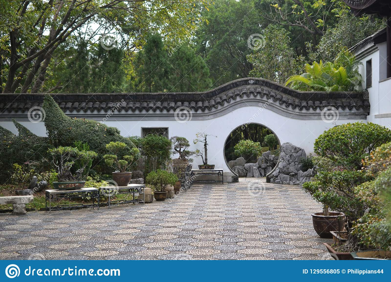 Entrata del cerchio del giardino cinese in Hong Kong