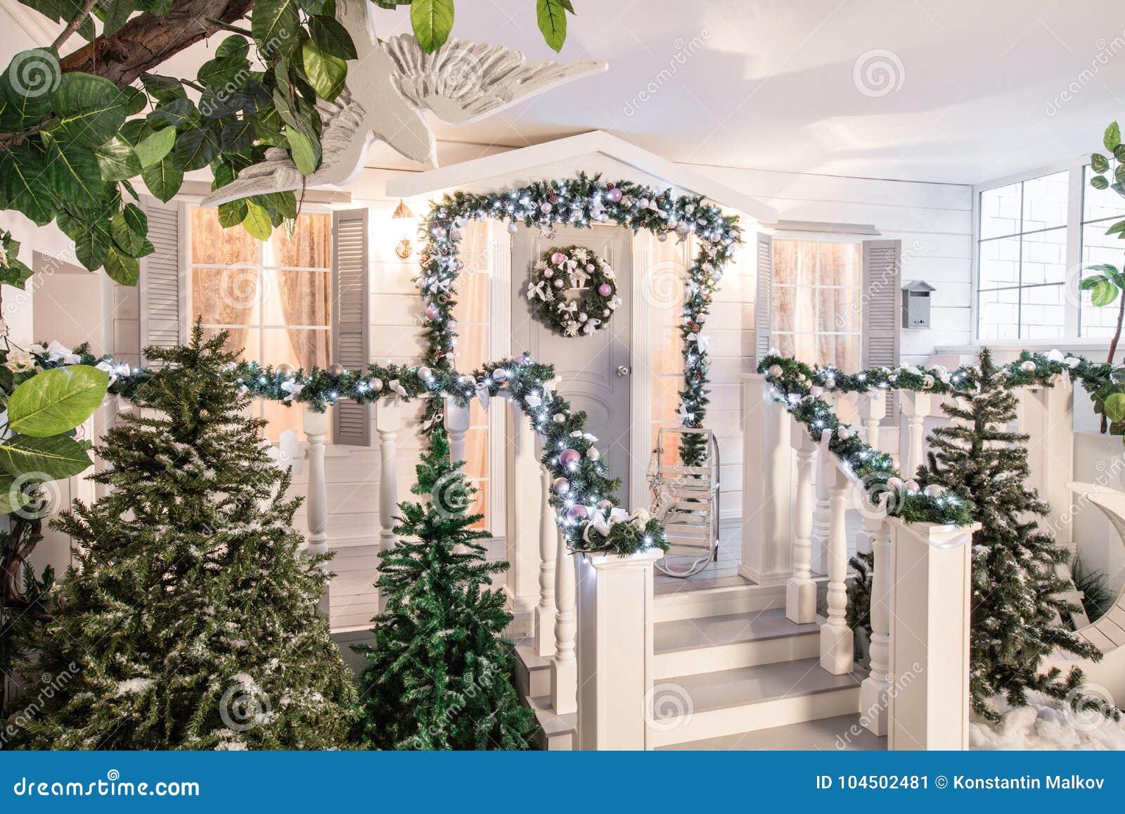 Decorazioni Natalizie Per La Camera entrata della camera decorata per le feste decorazione di