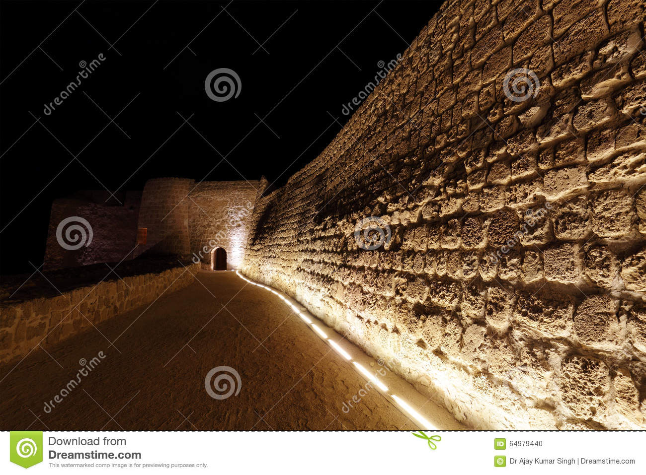 Pareti Esterne Illuminate : Pareti illuminate stock photos royalty free stock images