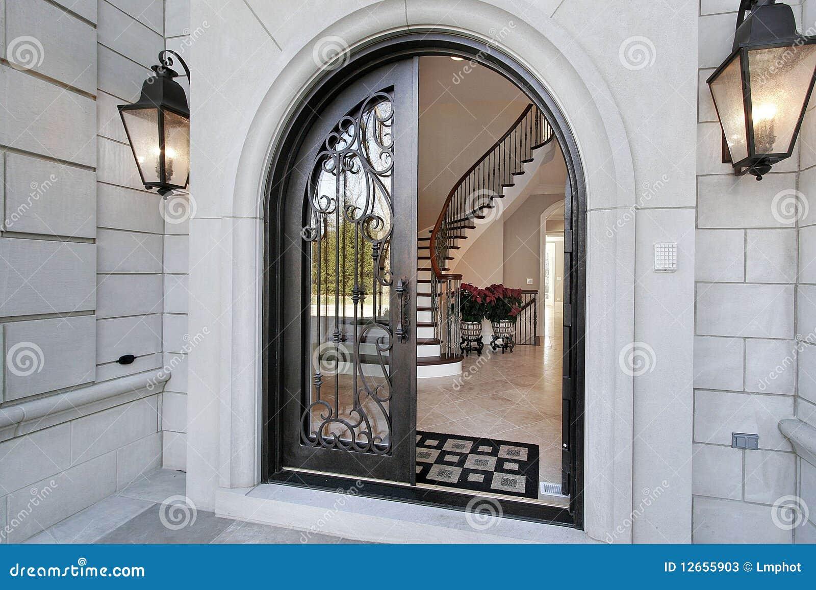 Entrata nella casa di lusso immagine stock immagine di for Casa lusso