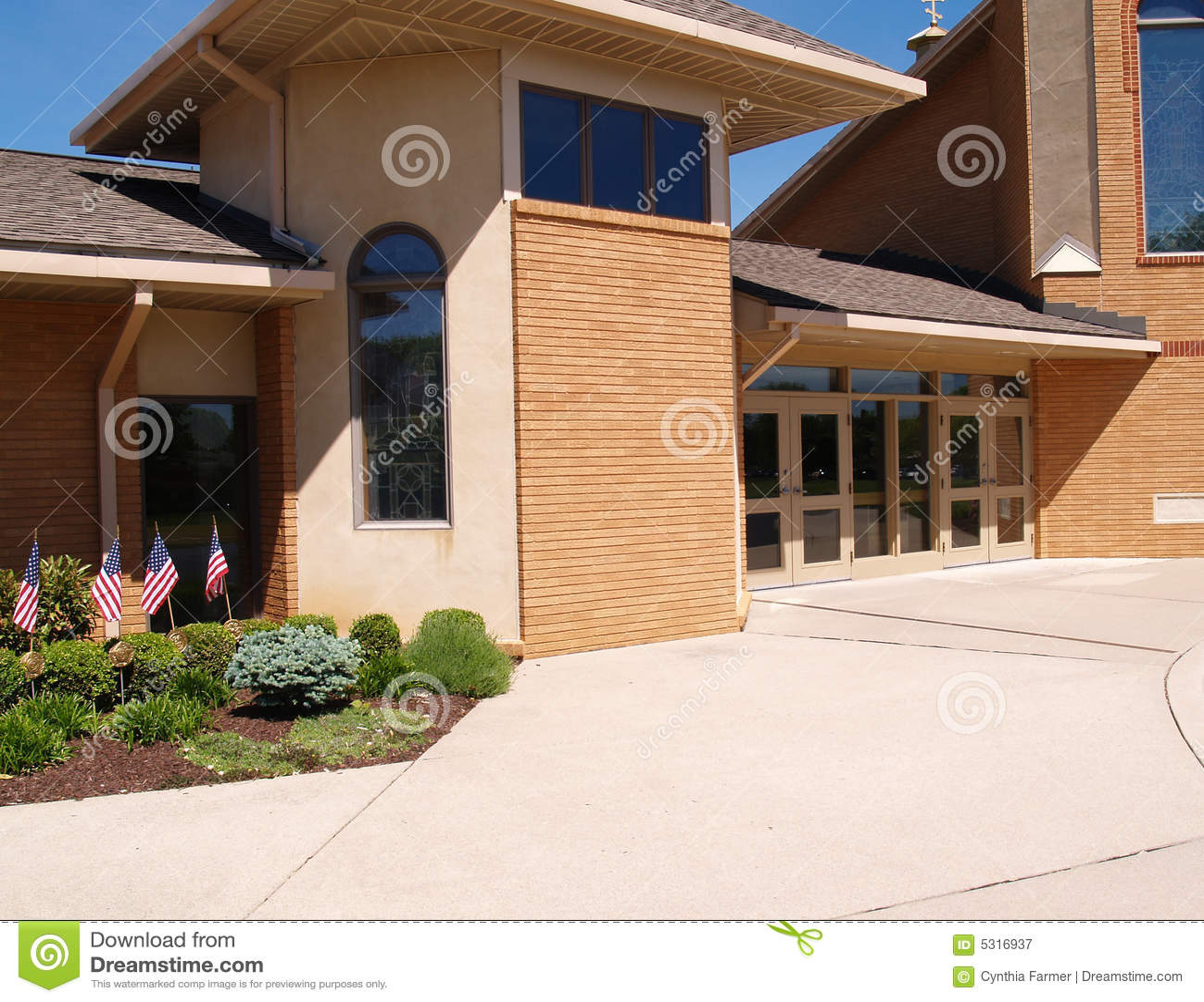 Download Entrata Per Una Chiesa Del Mattone Immagine Stock - Immagine di struttura, mattone: 5316937