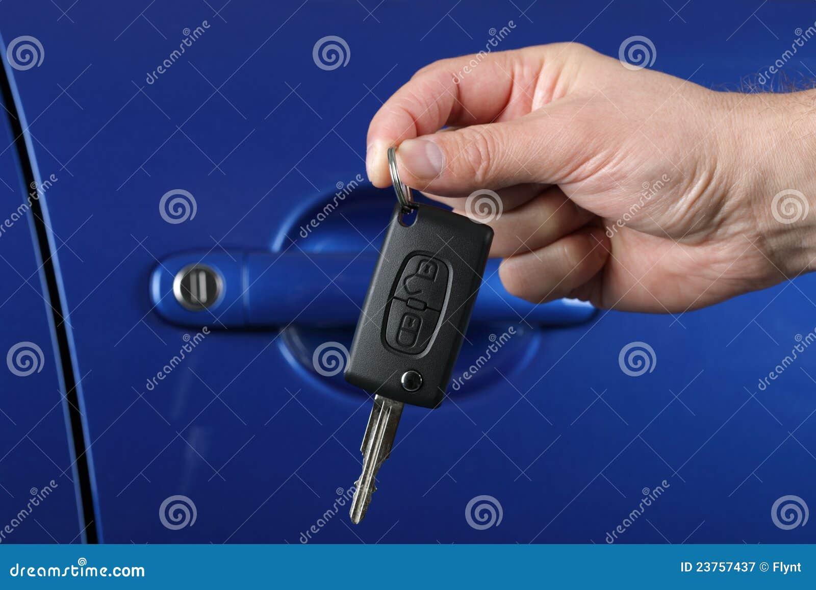 Entrega de un clave del coche