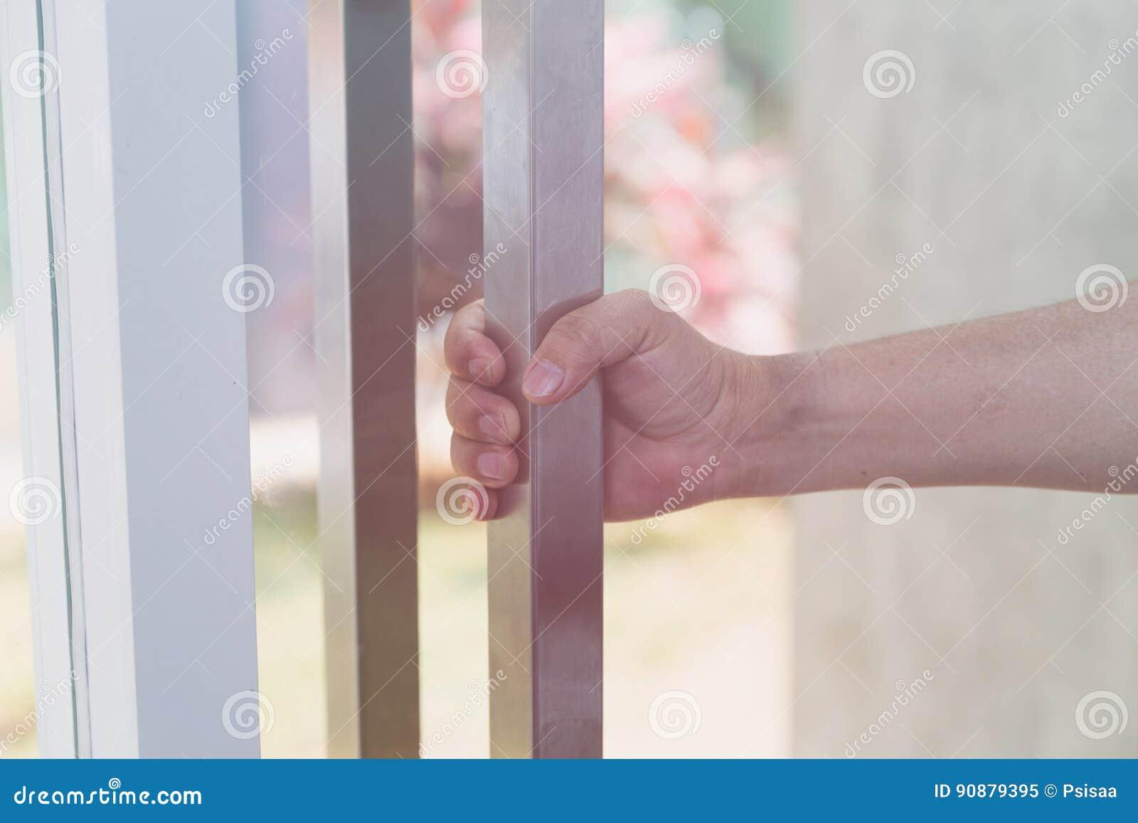 Entregue guardar o botão de porta, porta de abertura, foco seletivo