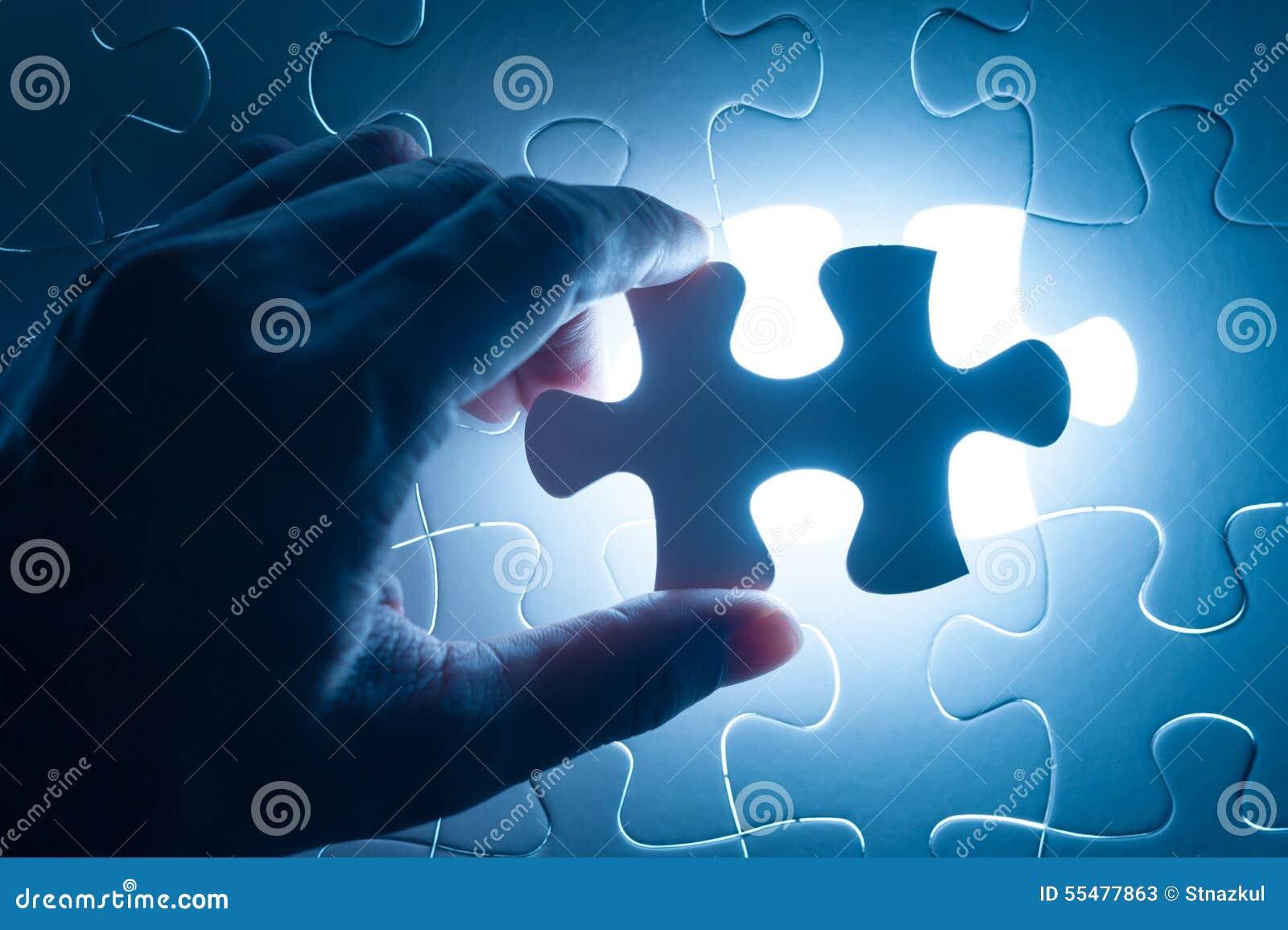 Entregue a serra de vaivém da inserção, imagem conceptual da estratégia empresarial